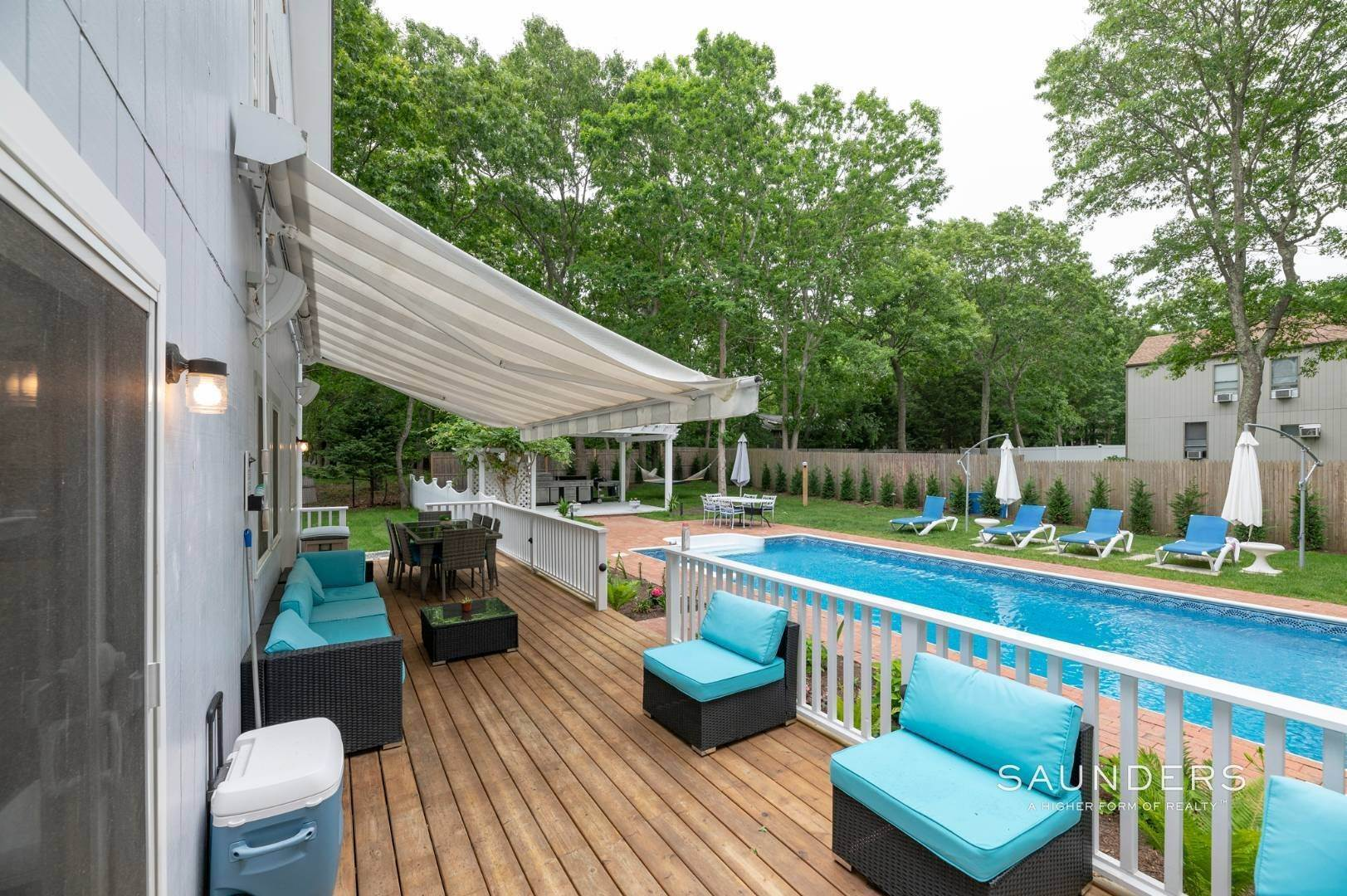 17. Single Family Homes for Sale at Renovated In Springs With Pool And Outdoor Entertaining 28 Ocean View Avenue, East Hampton, East Hampton Town, NY 11937