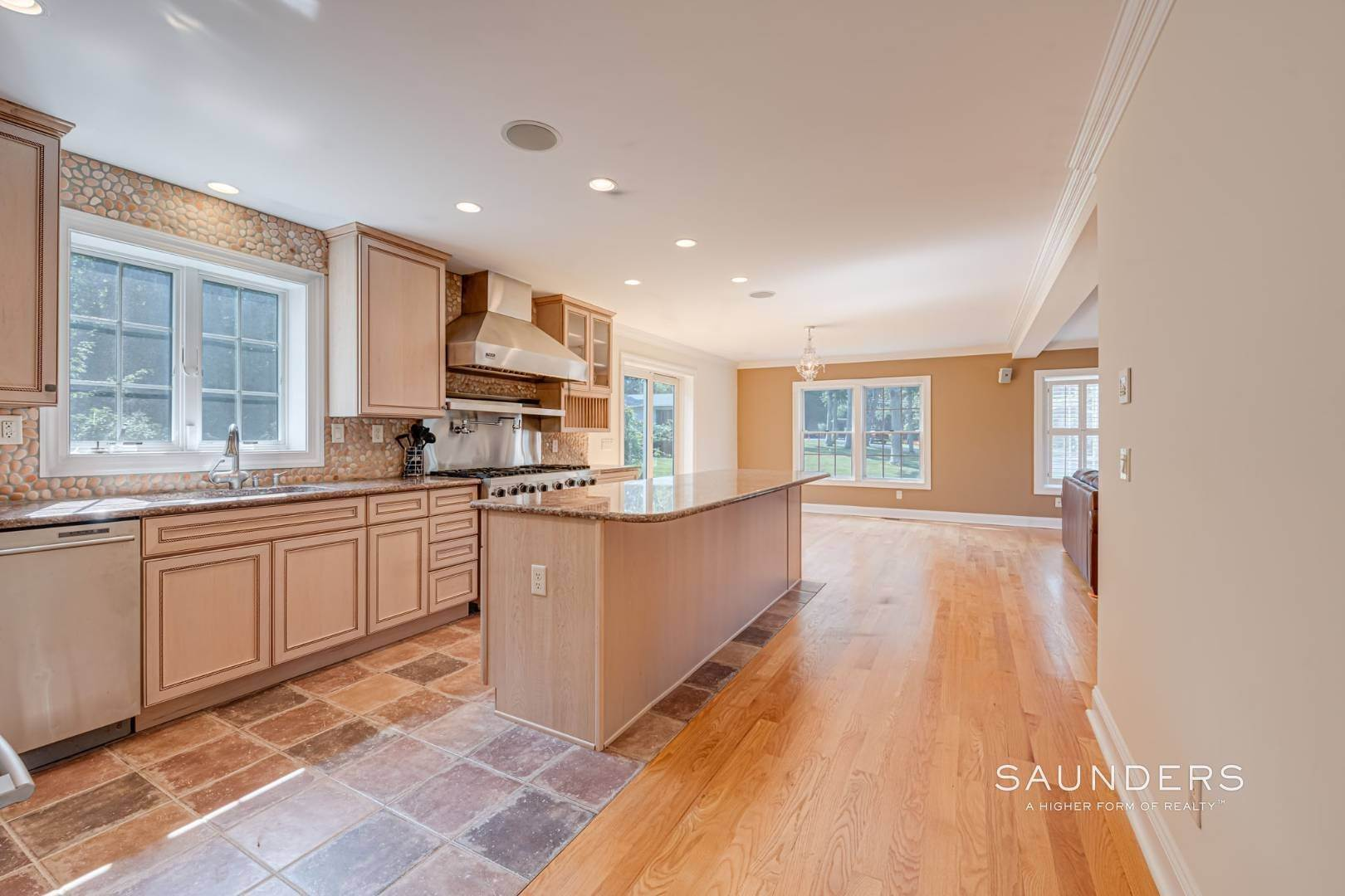 6. Single Family Homes for Sale at Turnkey In Southampton 20 Waters Edge Road, Southampton, Southampton Town, NY 11968