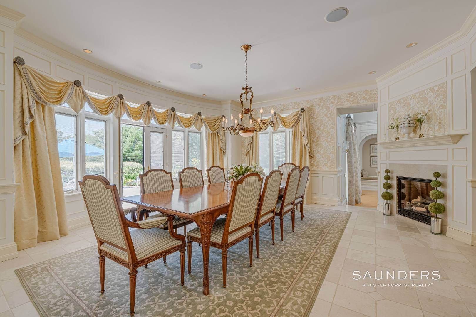 11. Single Family Homes for Sale at Elegant Classic Fordune Water Mill Estate 25 Fordune Court, Water Mill, Southampton Town, NY 11976