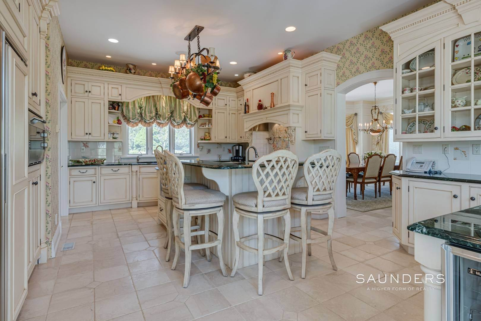 13. Single Family Homes for Sale at Elegant Classic Fordune Water Mill Estate 25 Fordune Court, Water Mill, Southampton Town, NY 11976