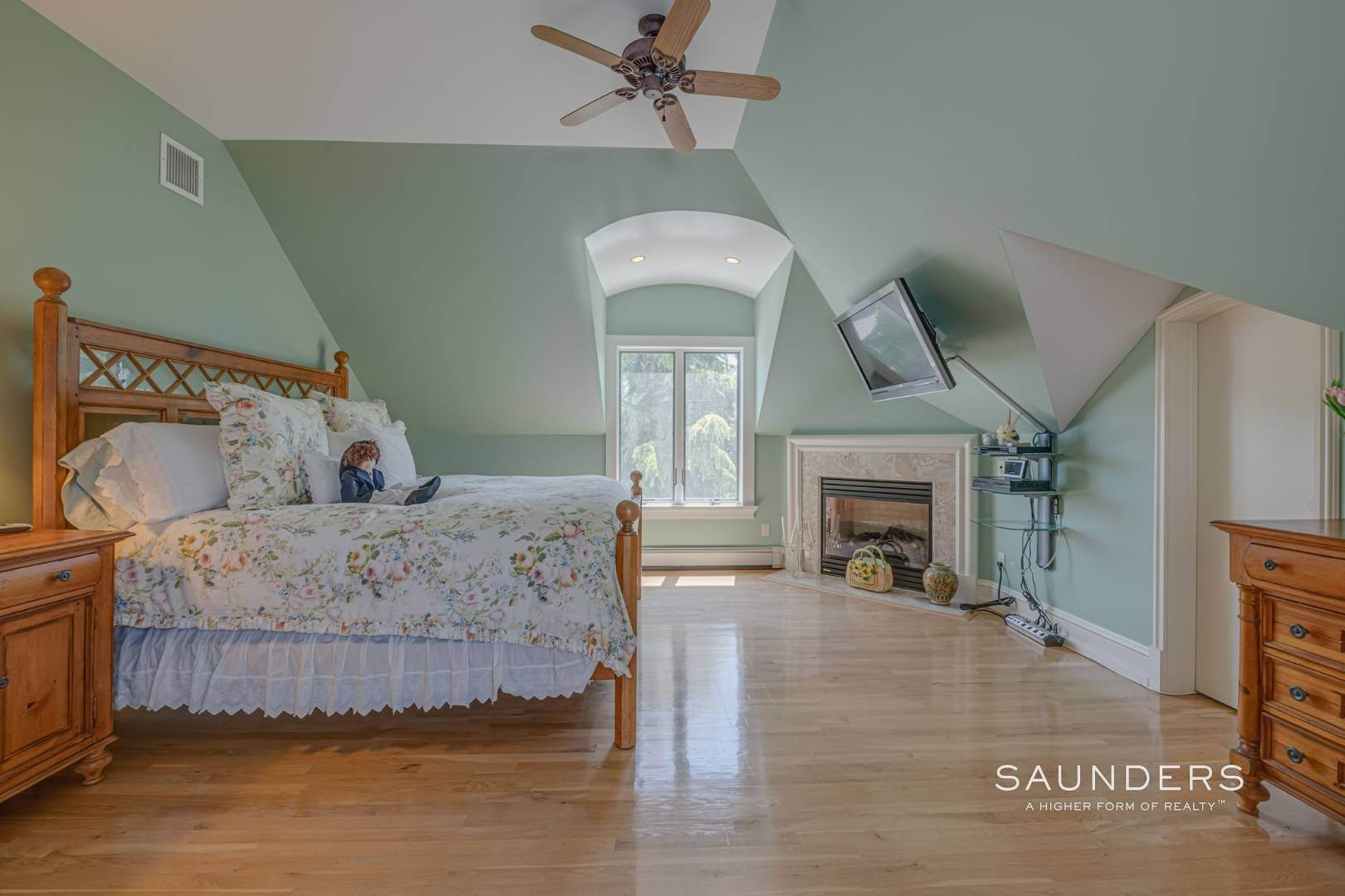 21. Single Family Homes for Sale at Elegant Classic Fordune Water Mill Estate 25 Fordune Court, Water Mill, Southampton Town, NY 11976