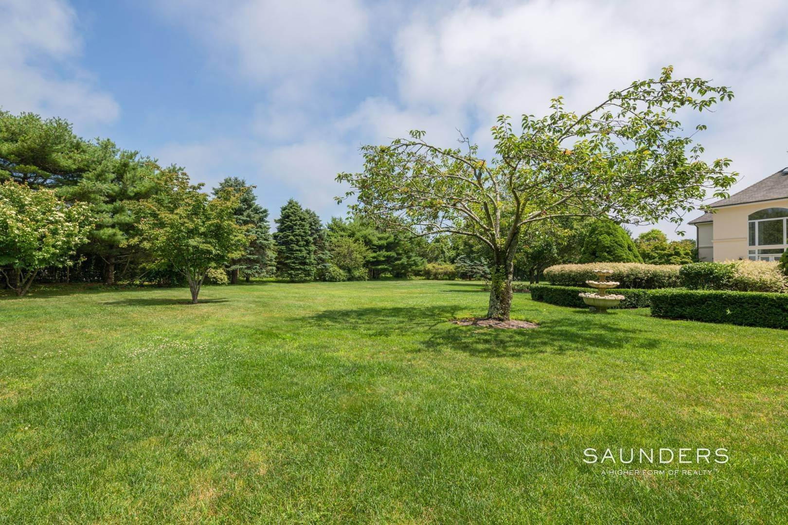 37. Single Family Homes for Sale at Elegant Classic Fordune Water Mill Estate 25 Fordune Court, Water Mill, Southampton Town, NY 11976