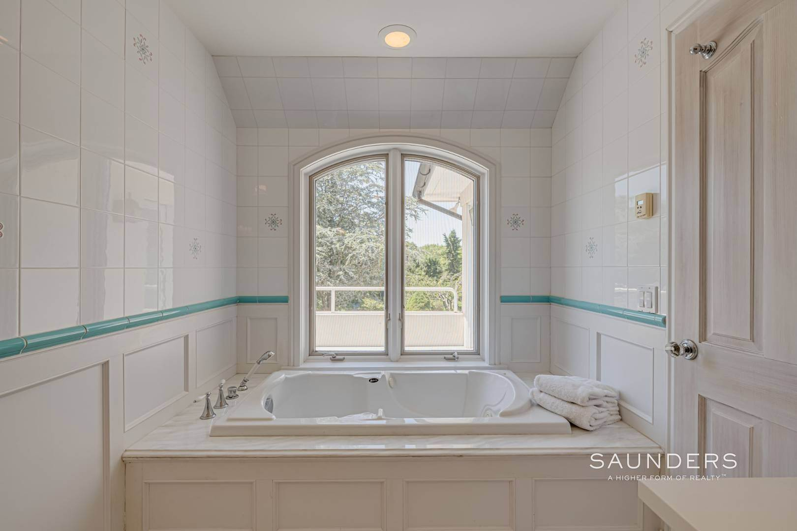 20. Single Family Homes for Sale at Elegant Classic Fordune Water Mill Estate 25 Fordune Court, Water Mill, Southampton Town, NY 11976
