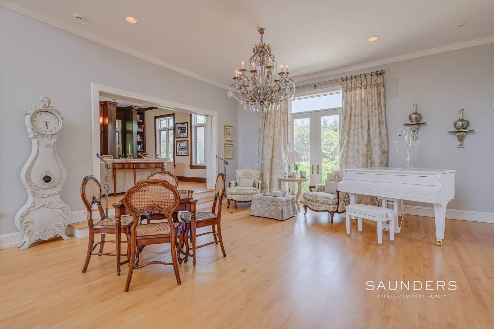 10. Single Family Homes for Sale at Elegant Classic Fordune Water Mill Estate 25 Fordune Court, Water Mill, Southampton Town, NY 11976