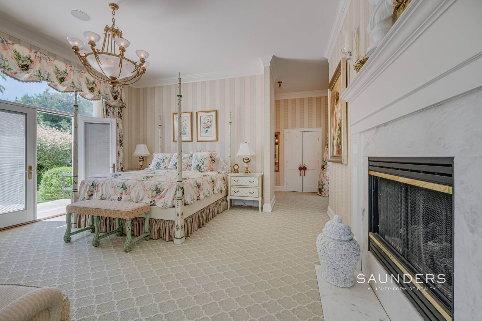 17. Single Family Homes for Sale at Elegant Classic Fordune Water Mill Estate 25 Fordune Court, Water Mill, Southampton Town, NY 11976