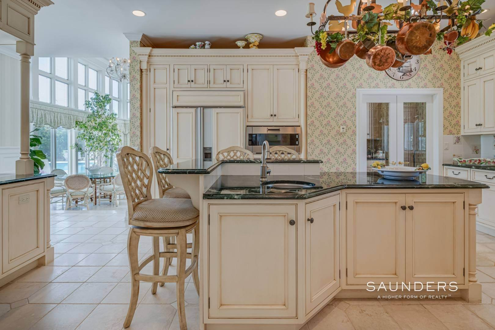 15. Single Family Homes for Sale at Elegant Classic Fordune Water Mill Estate 25 Fordune Court, Water Mill, Southampton Town, NY 11976