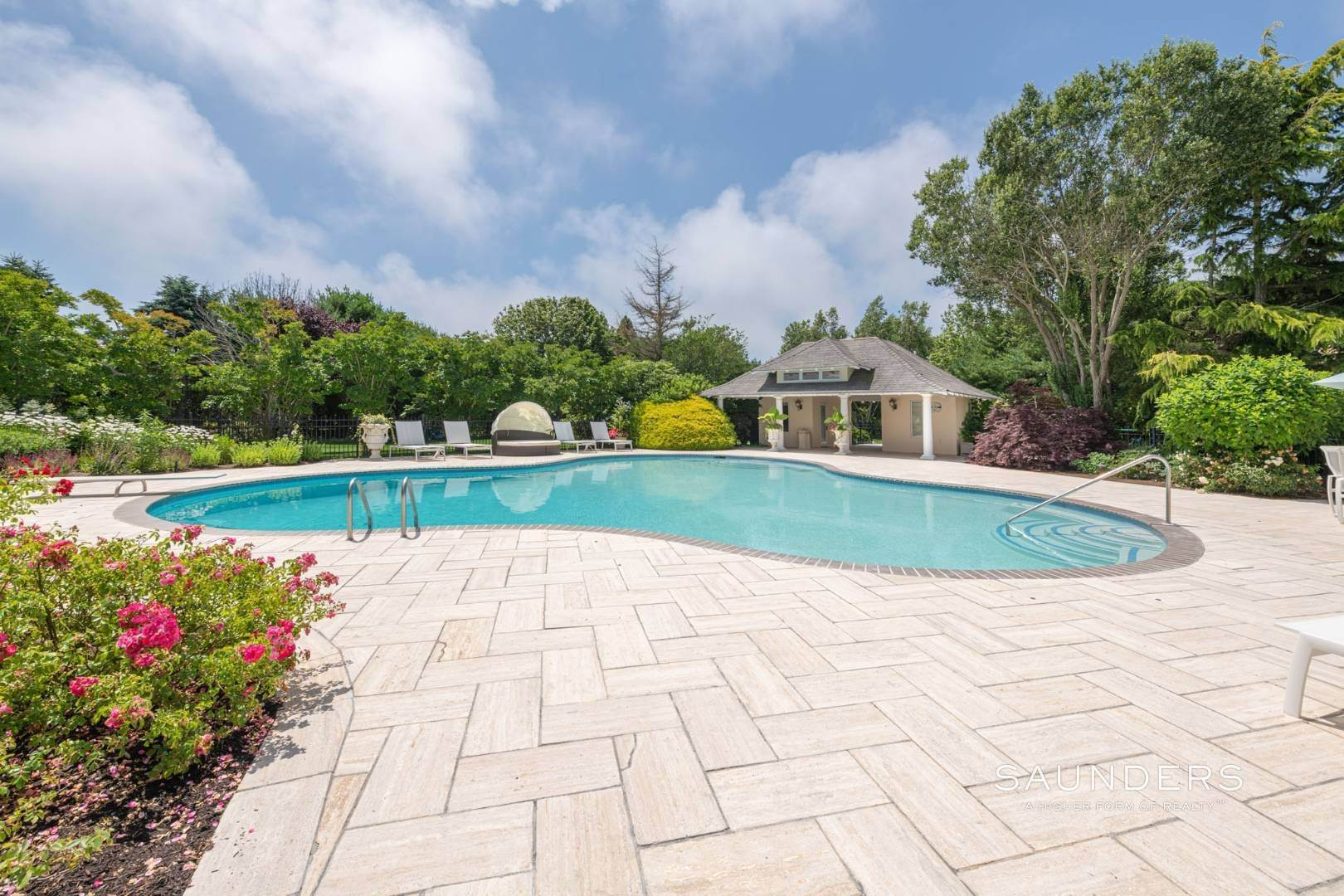 33. Single Family Homes for Sale at Elegant Classic Fordune Water Mill Estate 25 Fordune Court, Water Mill, Southampton Town, NY 11976