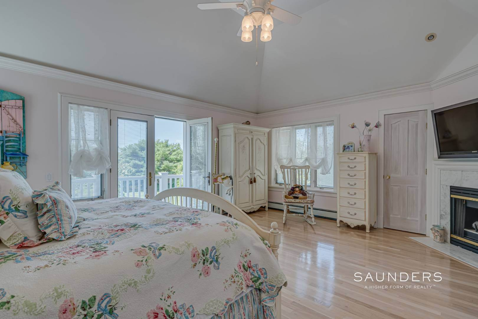 19. Single Family Homes for Sale at Elegant Classic Fordune Water Mill Estate 25 Fordune Court, Water Mill, Southampton Town, NY 11976