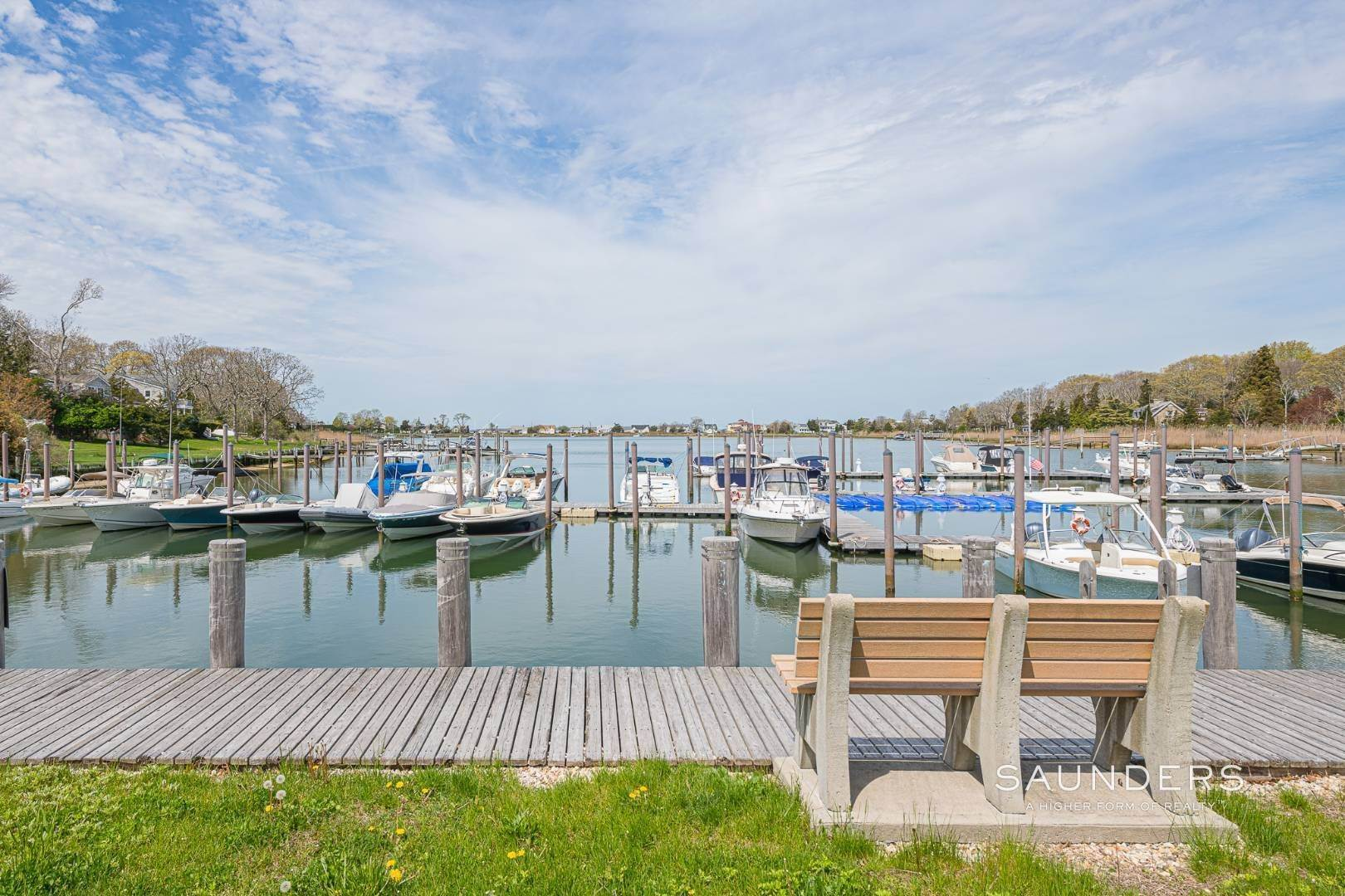 19. Single Family Homes at Charming Cottage By The Bay 2 Turtle Pond Road, Southampton, Southampton Town, NY 11968