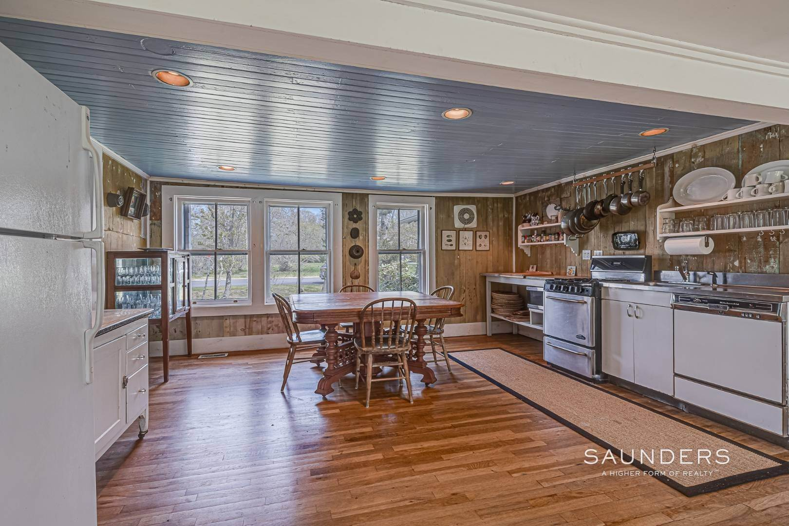 3. Single Family Homes at Charming Cottage By The Bay 2 Turtle Pond Road, Southampton, Southampton Town, NY 11968