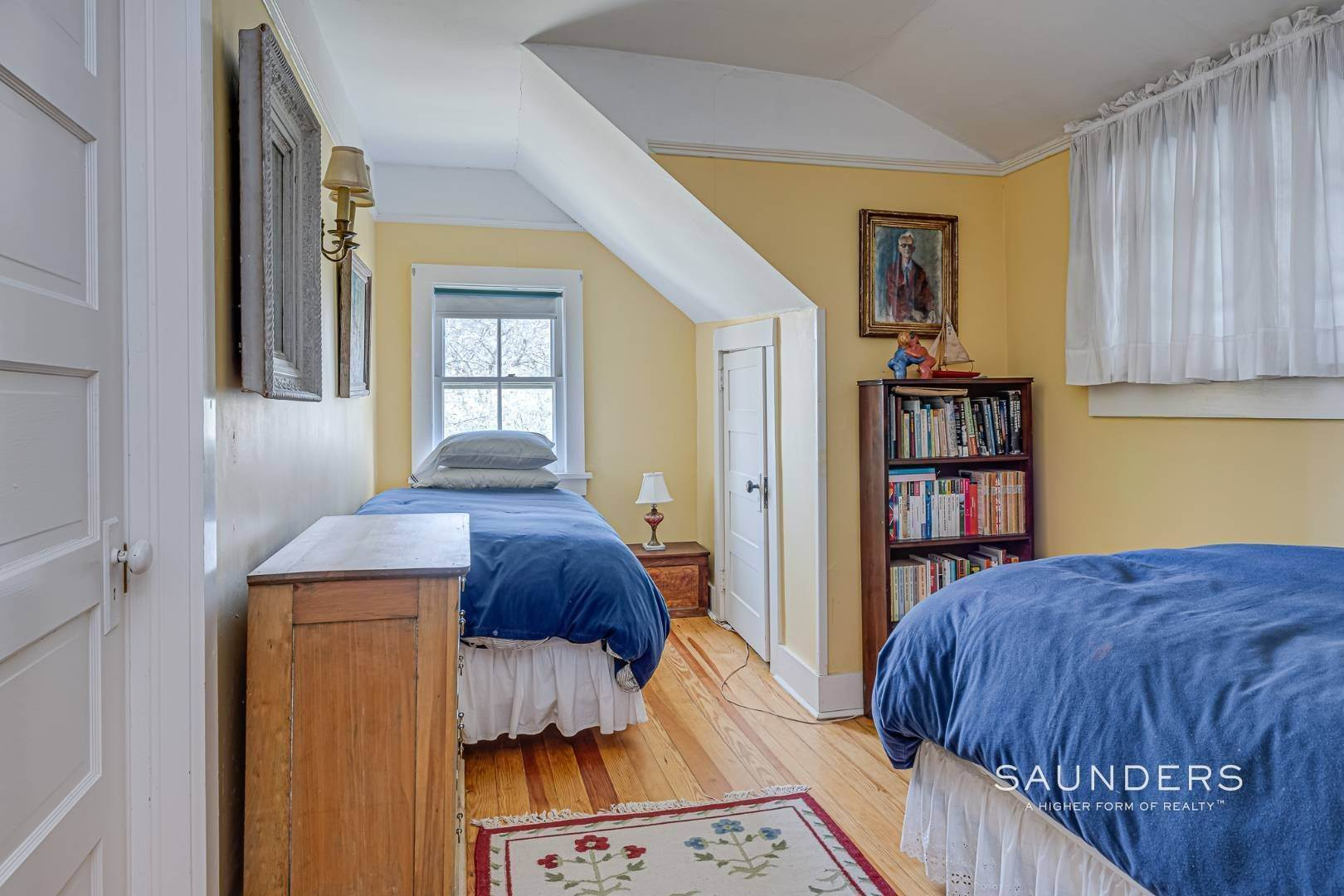 12. Single Family Homes at Charming Cottage By The Bay 2 Turtle Pond Road, Southampton, Southampton Town, NY 11968
