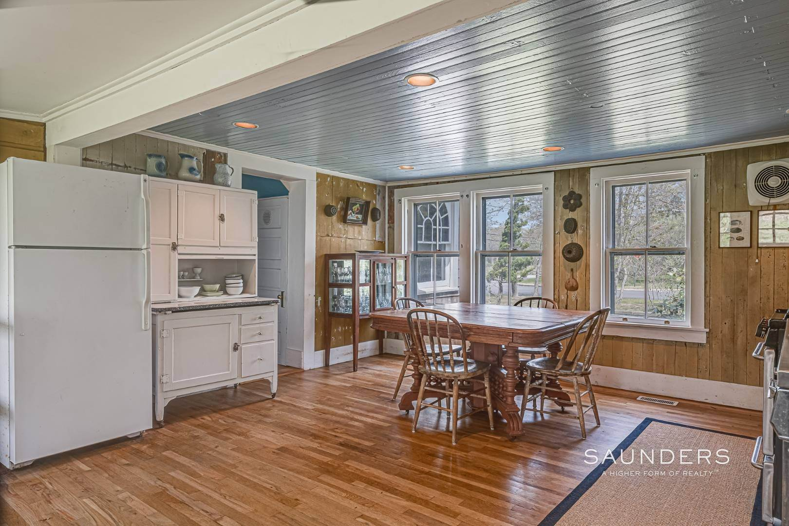 2. Single Family Homes at Charming Cottage By The Bay 2 Turtle Pond Road, Southampton, Southampton Town, NY 11968