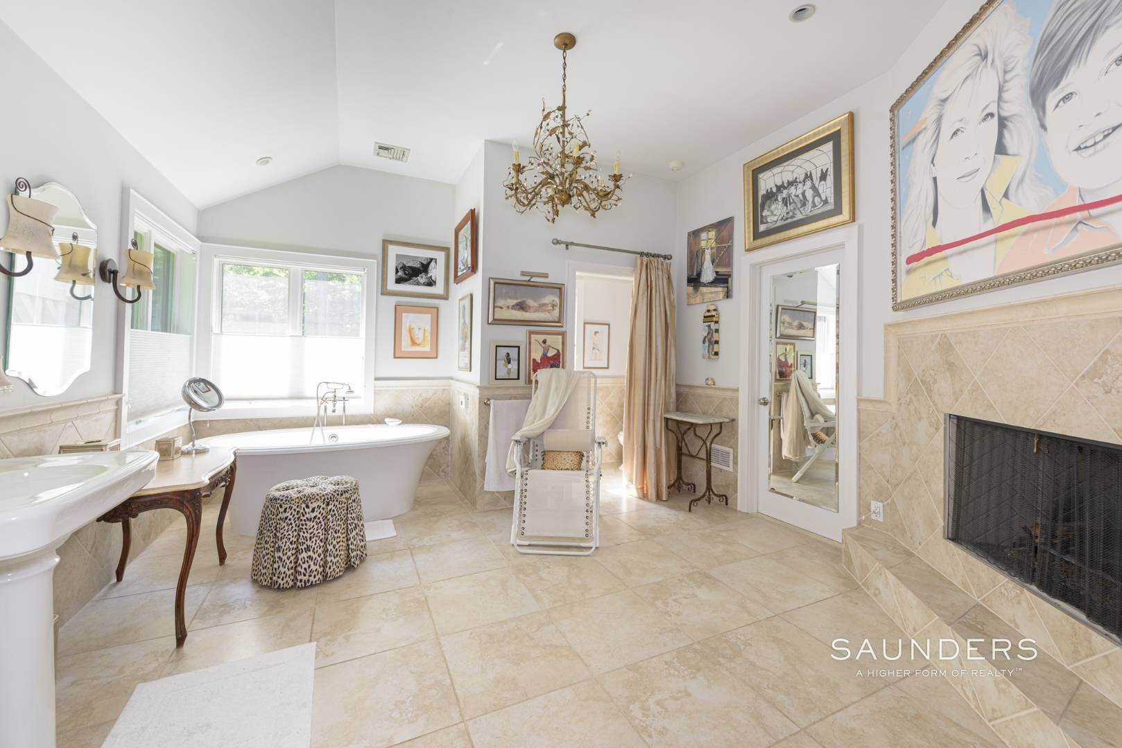 18. Single Family Homes for Sale at Private Beach, Tennis, Pool And Beautiful Grounds 4 Scott's Landing Road, Southampton, Southampton Town, NY 11968