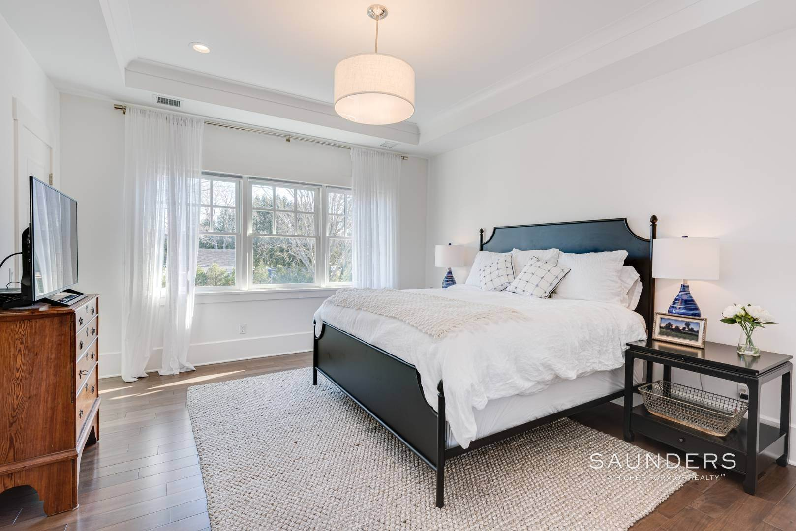 11. Single Family Homes for Sale at Unique In Amagansett - New Construction With A Separate Cottage! 8 Cozzens Lane, Amagansett, East Hampton Town, NY 11930