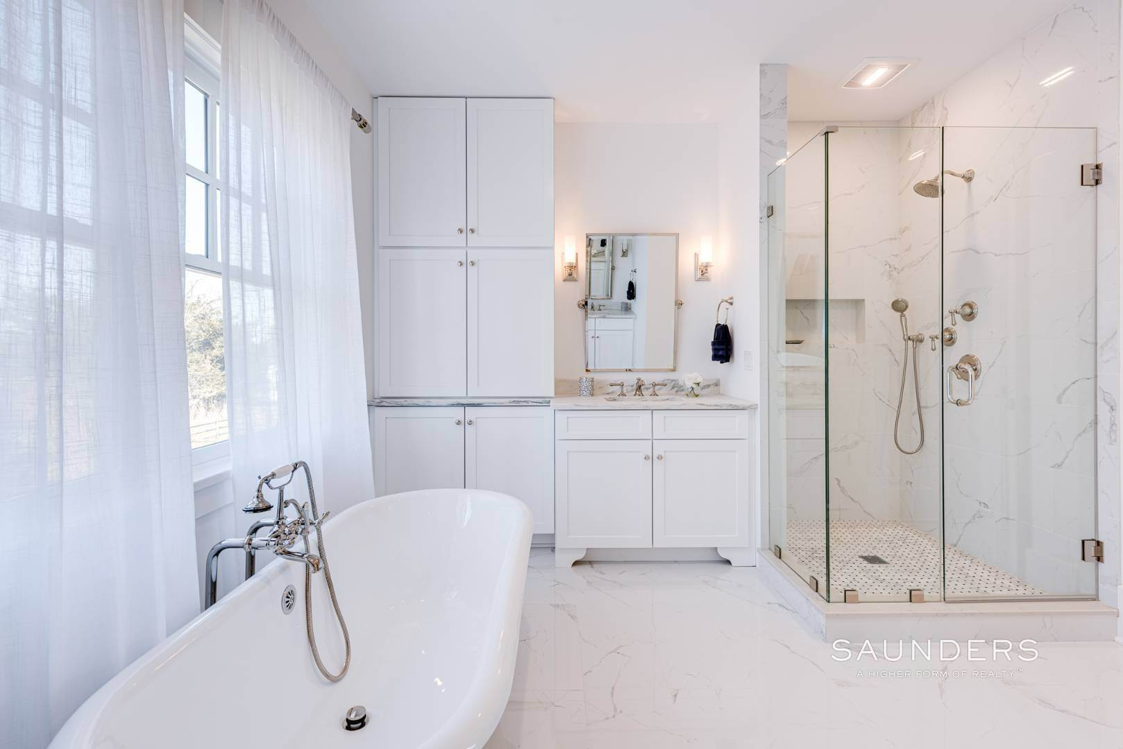 12. Single Family Homes for Sale at Unique In Amagansett - New Construction With A Separate Cottage! 8 Cozzens Lane, Amagansett, East Hampton Town, NY 11930