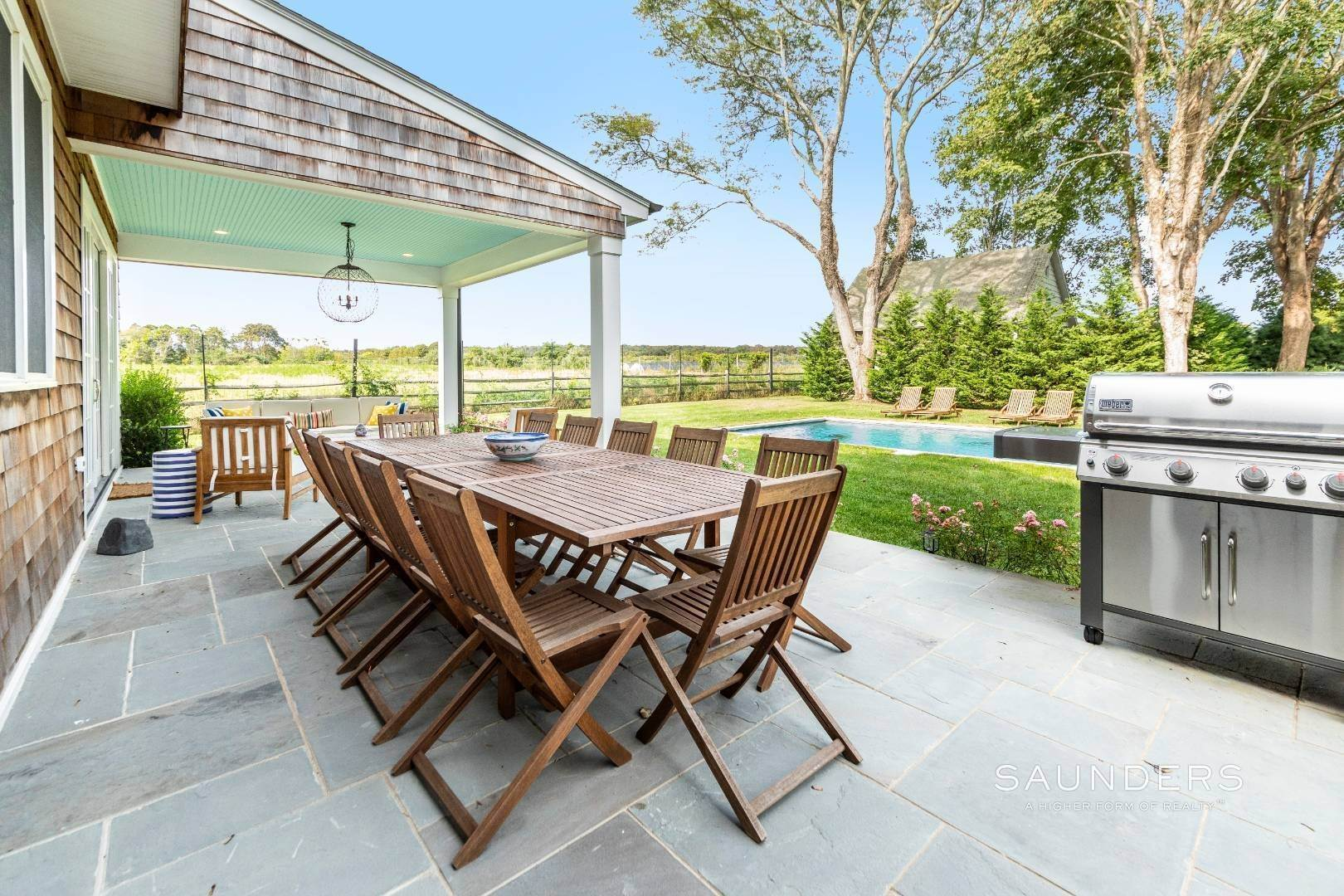 21. Single Family Homes for Sale at Unique In Amagansett - New Construction With A Separate Cottage! 8 Cozzens Lane, Amagansett, East Hampton Town, NY 11930
