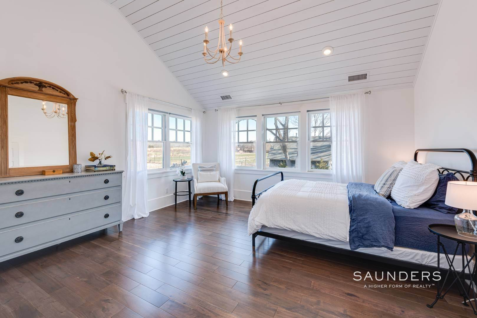 14. Single Family Homes for Sale at Unique In Amagansett - New Construction With A Separate Cottage! 8 Cozzens Lane, Amagansett, East Hampton Town, NY 11930
