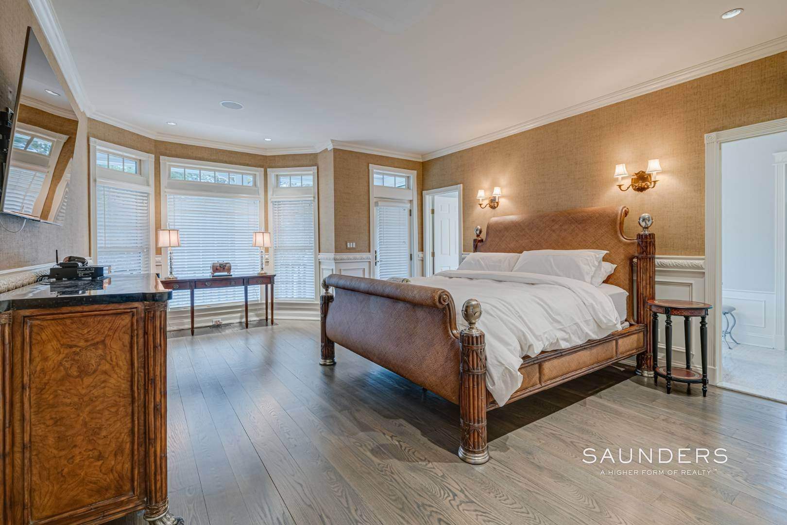 9. Single Family Homes at Spacious And Elegant Bridgehampton With Pool 77 Bridgehampton Sag Harbor Turnpike, Bridgehampton, Southampton Town, NY 11932