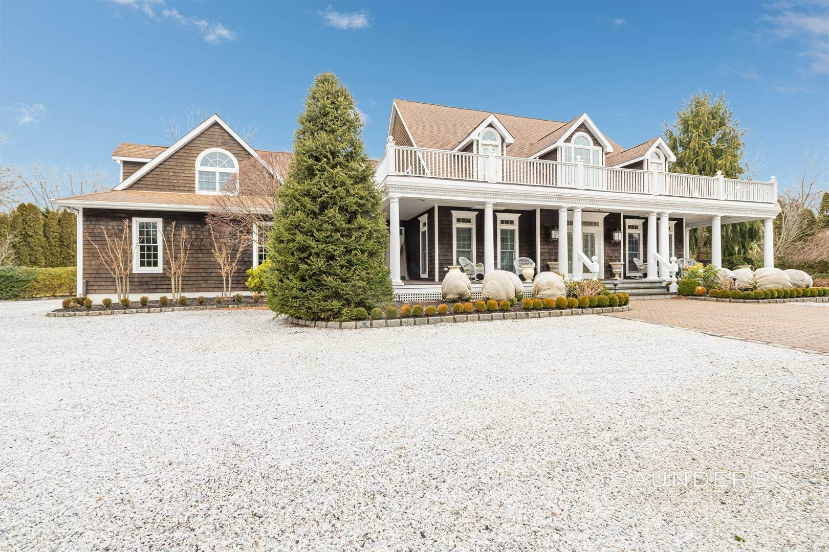 Single Family Homes at Spacious And Elegant Bridgehampton With Pool 77 Bridgehampton Sag Harbor Turnpike, Bridgehampton, Southampton Town, NY 11932