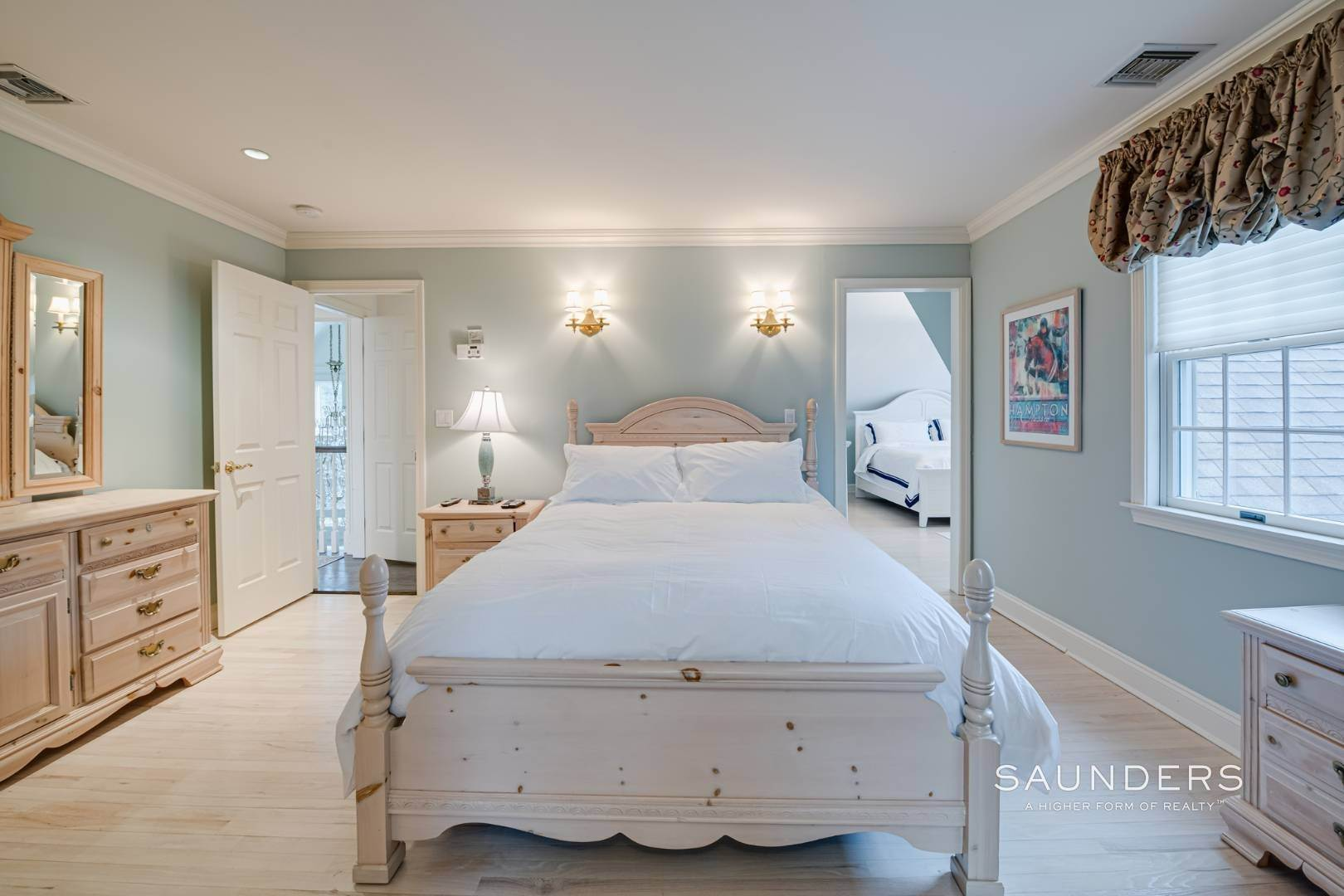 18. Single Family Homes at Spacious And Elegant Bridgehampton With Pool 77 Bridgehampton Sag Harbor Turnpike, Bridgehampton, Southampton Town, NY 11932
