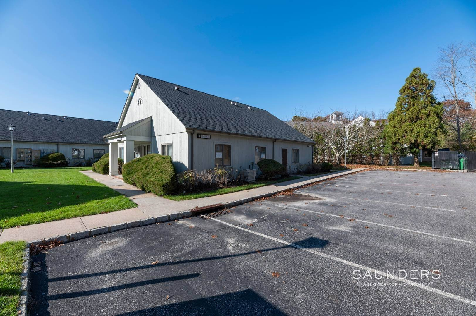 4. Commercial for Sale at Hampton Bays Office Condominium 186 West Montauk Highway, Unit D11, Hampton Bays, Southampton Town, NY 11946