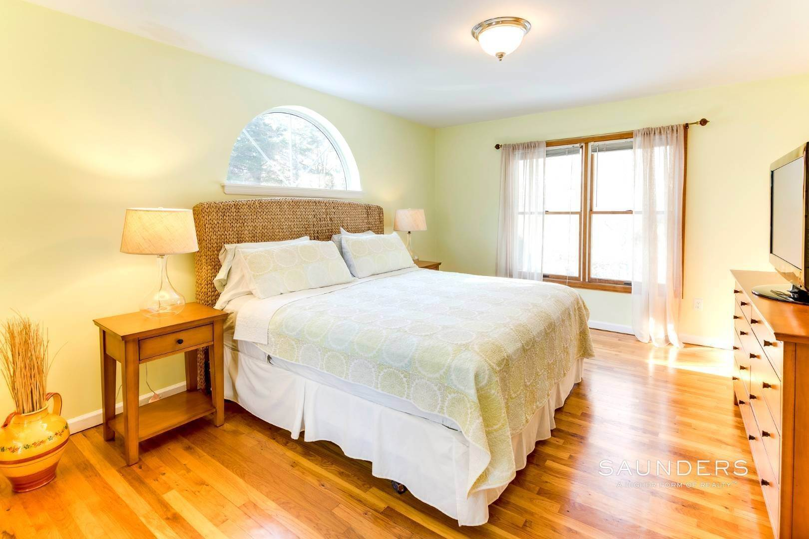 16. Single Family Homes for Sale at Village Edge Traditional 19 Boxwood Street, East Hampton, East Hampton Town, NY 11937