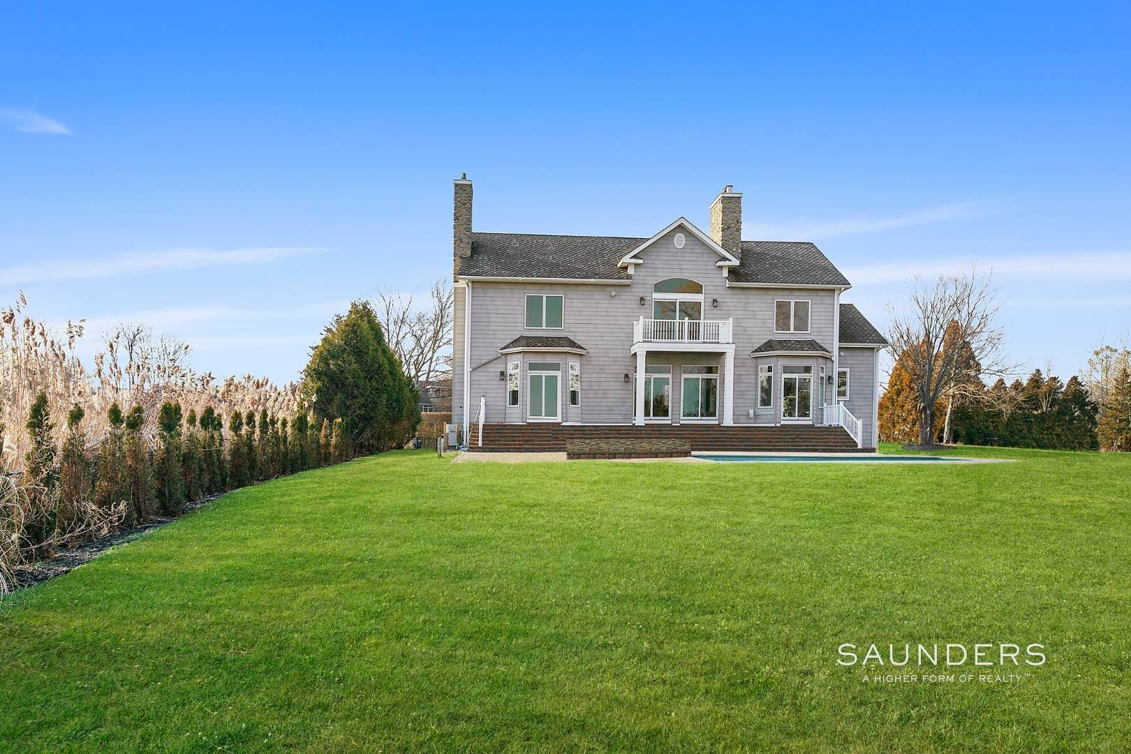 16. Single Family Homes for Sale at Waterfront Estate 99 Paquatuck Avenue, East Moriches, Hamptons Fringe, NY 11940