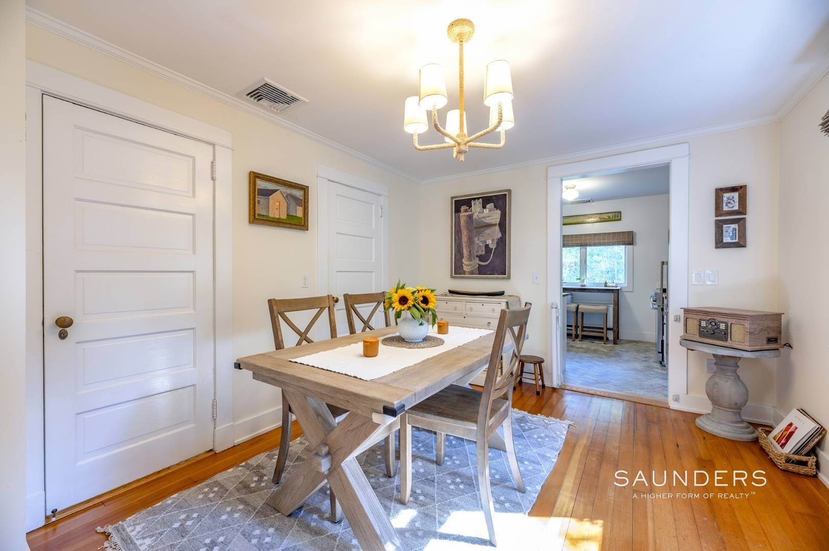 8. Single Family Homes for Sale at Turnkey Quogue South Cottage With All Modern Amenities 20 Lamb Avenue, Quogue Village, Southampton Town, NY 11959