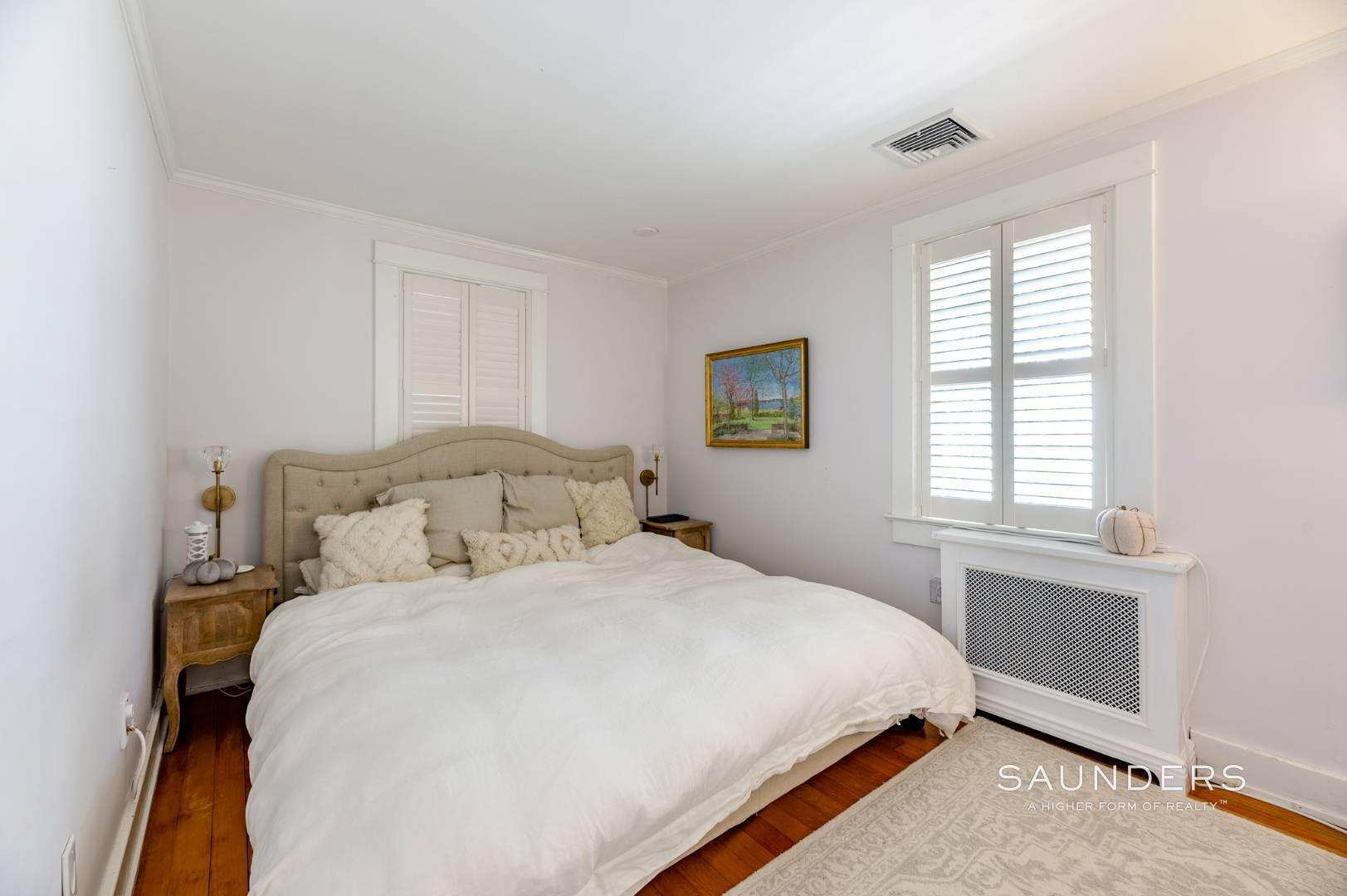 7. Single Family Homes for Sale at Turnkey Quogue South Cottage With All Modern Amenities 20 Lamb Avenue, Quogue Village, Southampton Town, NY 11959