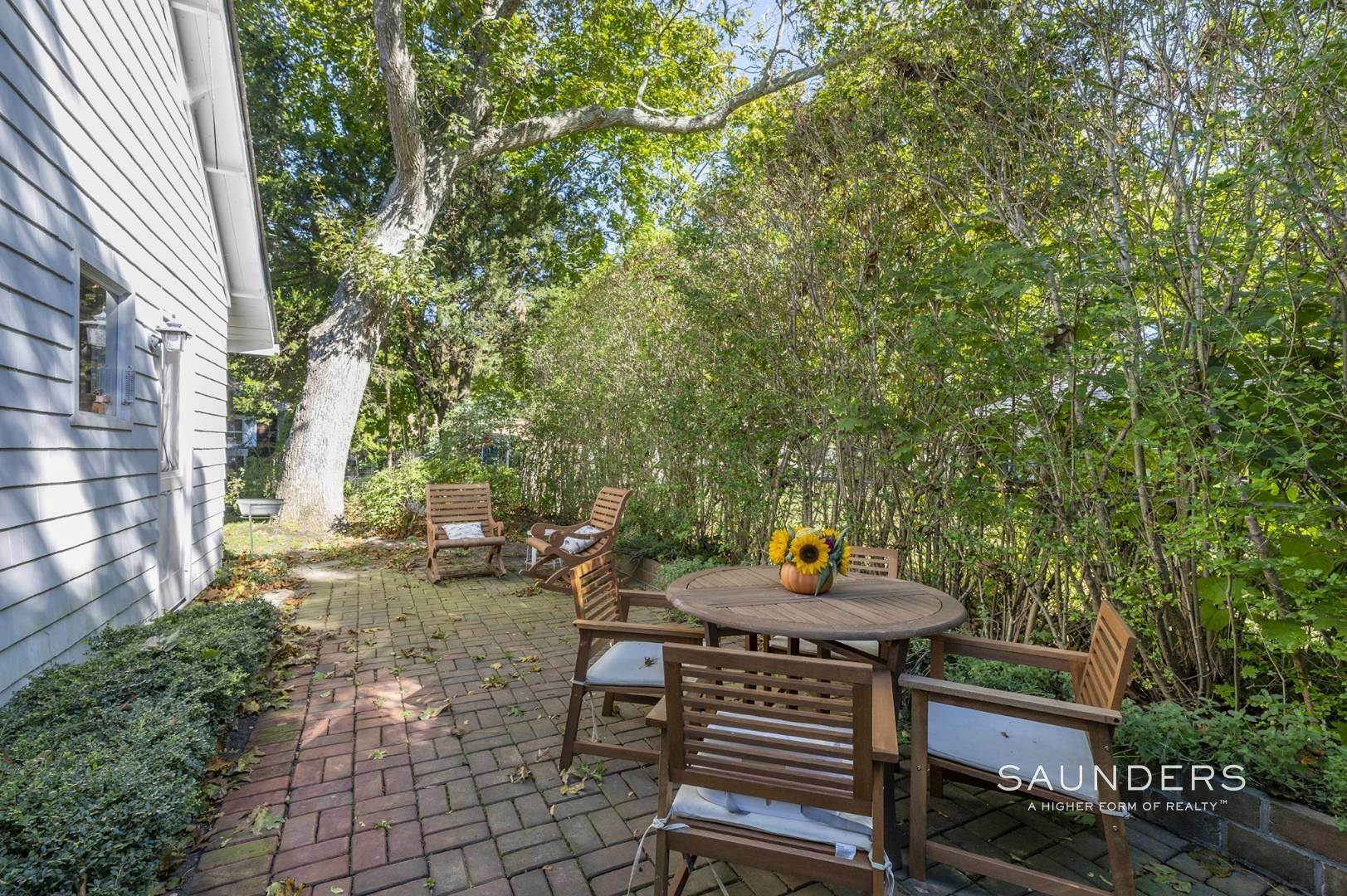 13. Single Family Homes for Sale at Turnkey Quogue South Cottage With All Modern Amenities 20 Lamb Avenue, Quogue Village, Southampton Town, NY 11959