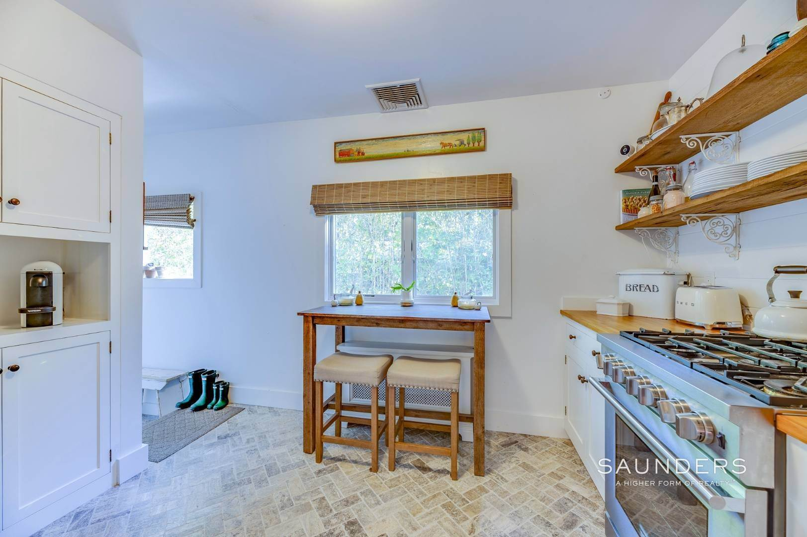 10. Single Family Homes for Sale at Turnkey Quogue South Cottage With All Modern Amenities 20 Lamb Avenue, Quogue Village, Southampton Town, NY 11959
