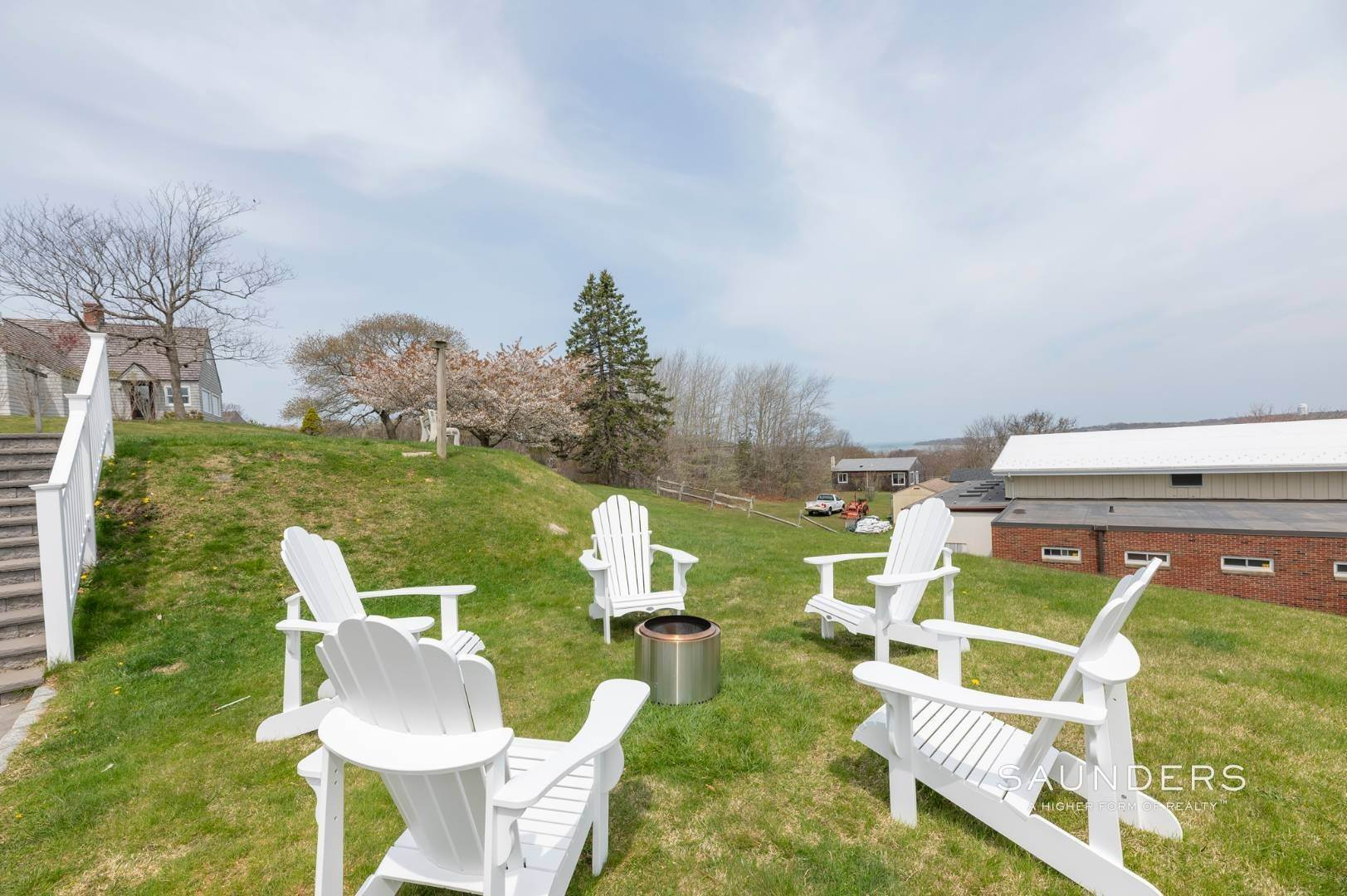 9. Single Family Homes at Charming Montauk Beach Cottages Montauk, East Hampton Town, NY 11954