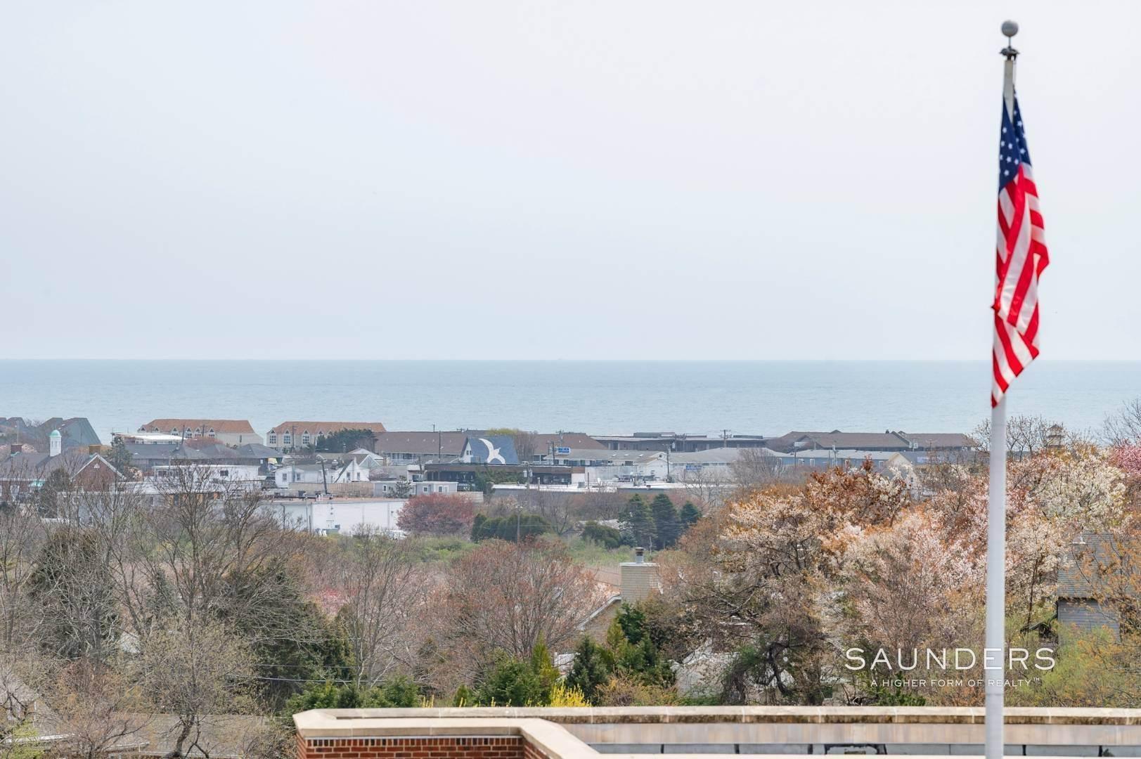 19. Single Family Homes at Charming Montauk Beach Cottages Montauk, East Hampton Town, NY 11954