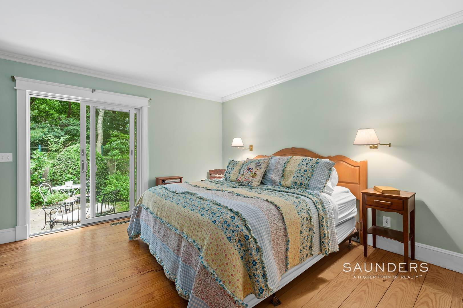 7. Single Family Homes for Sale at Charming Traditional Minutes From Village 10 Garbis Lane, East Hampton, East Hampton Town, NY 11937