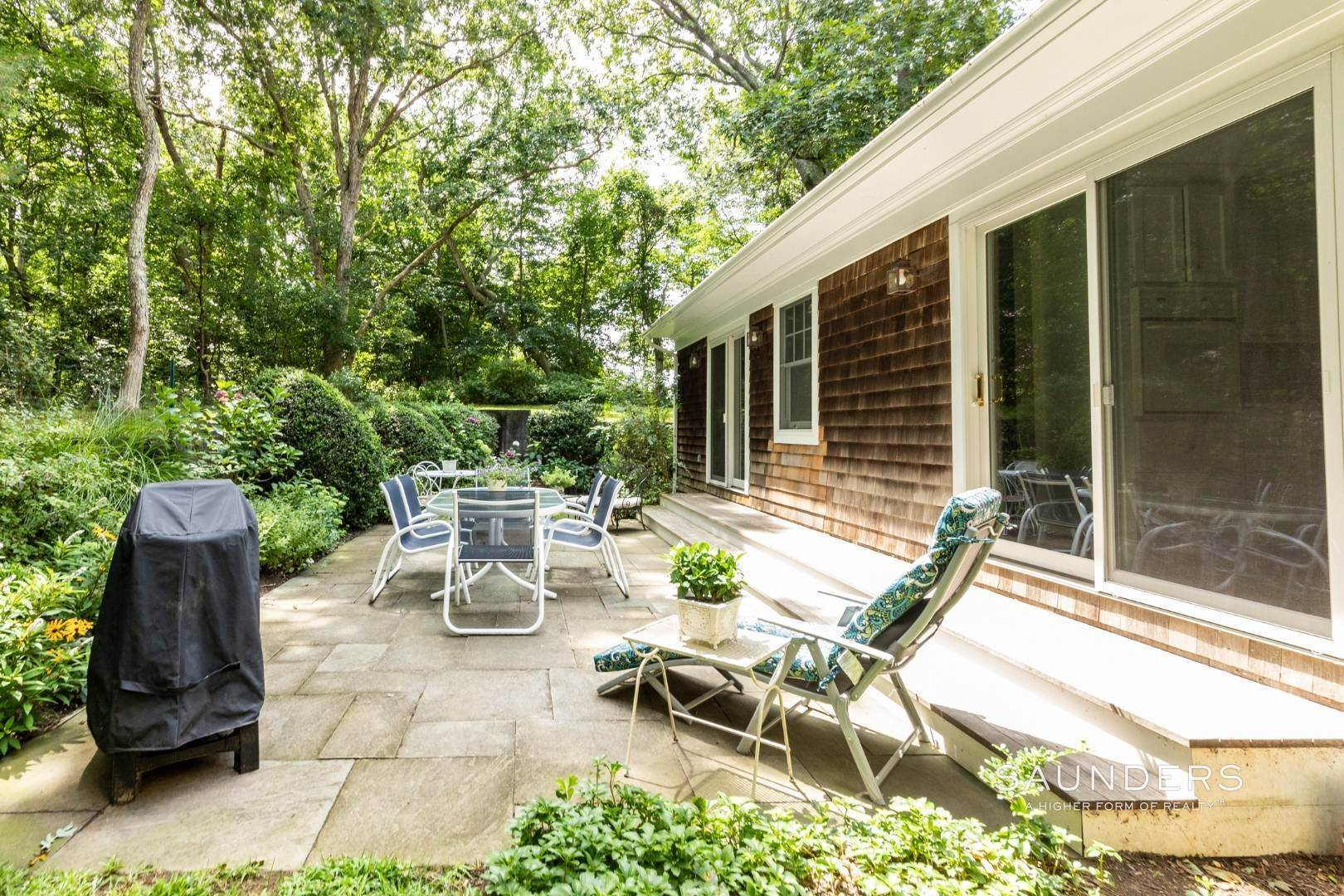 13. Single Family Homes for Sale at Charming Traditional Minutes From Village 10 Garbis Lane, East Hampton, East Hampton Town, NY 11937