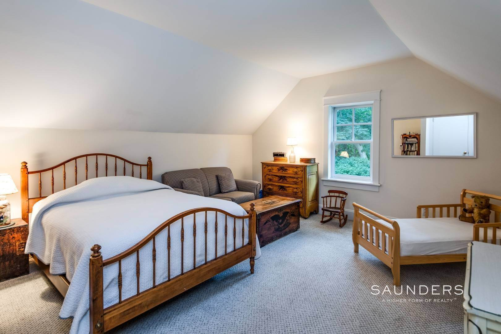 9. Single Family Homes for Sale at Charming Traditional Minutes From Village 10 Garbis Lane, East Hampton, East Hampton Town, NY 11937