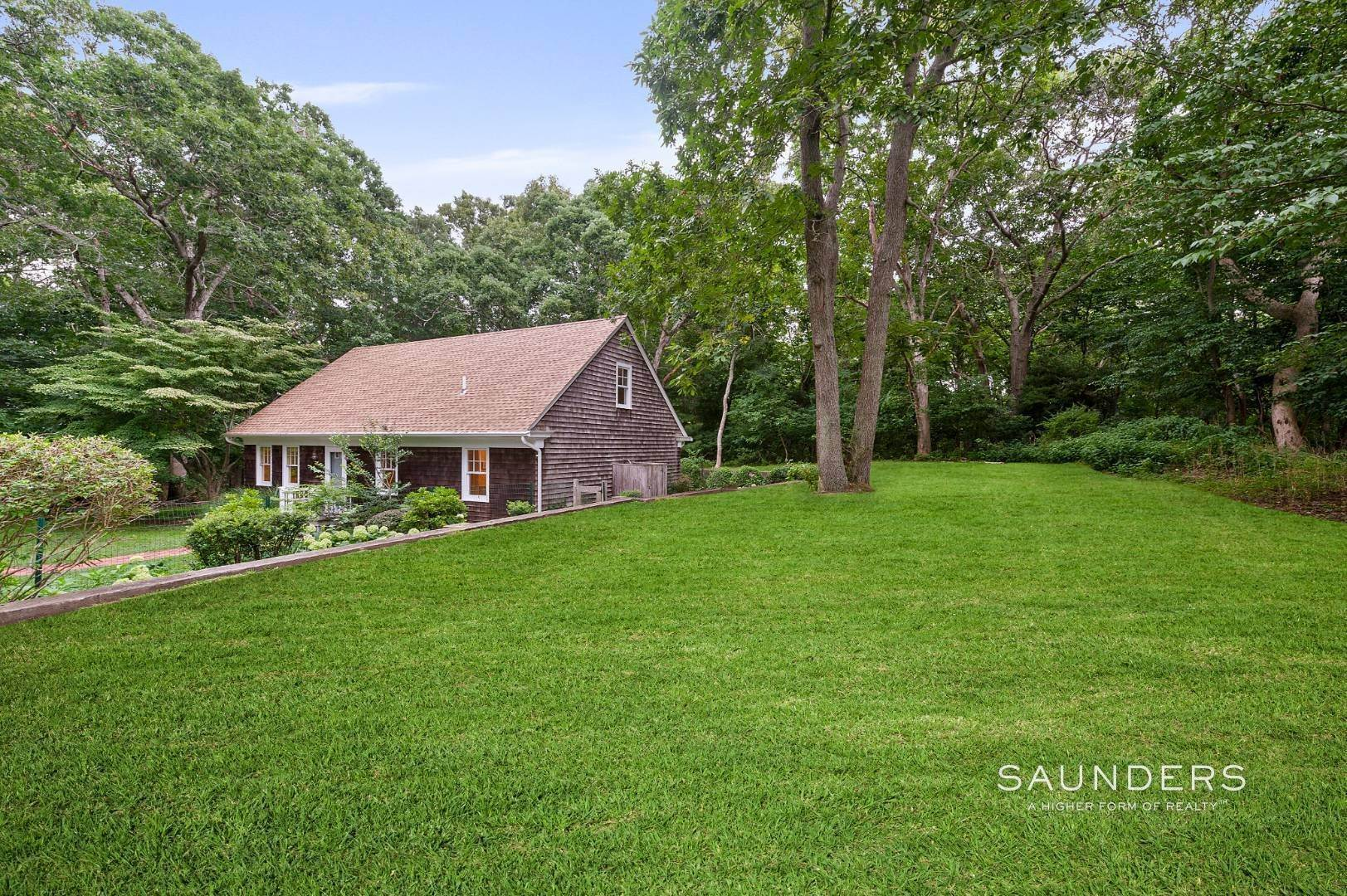 14. Single Family Homes for Sale at Charming Traditional Minutes From Village 10 Garbis Lane, East Hampton, East Hampton Town, NY 11937