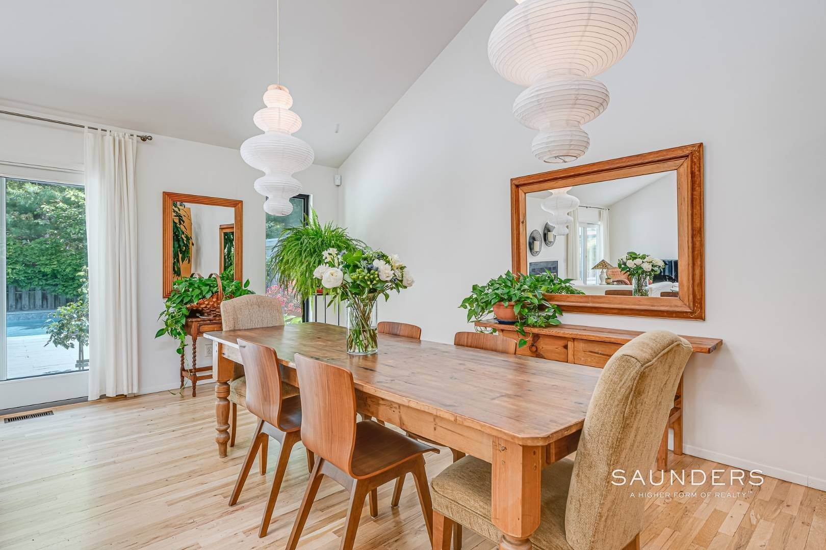 8. Single Family Homes for Sale at Beach House By The Bay 31 Long Woods Lane, East Hampton, East Hampton Town, NY 11937