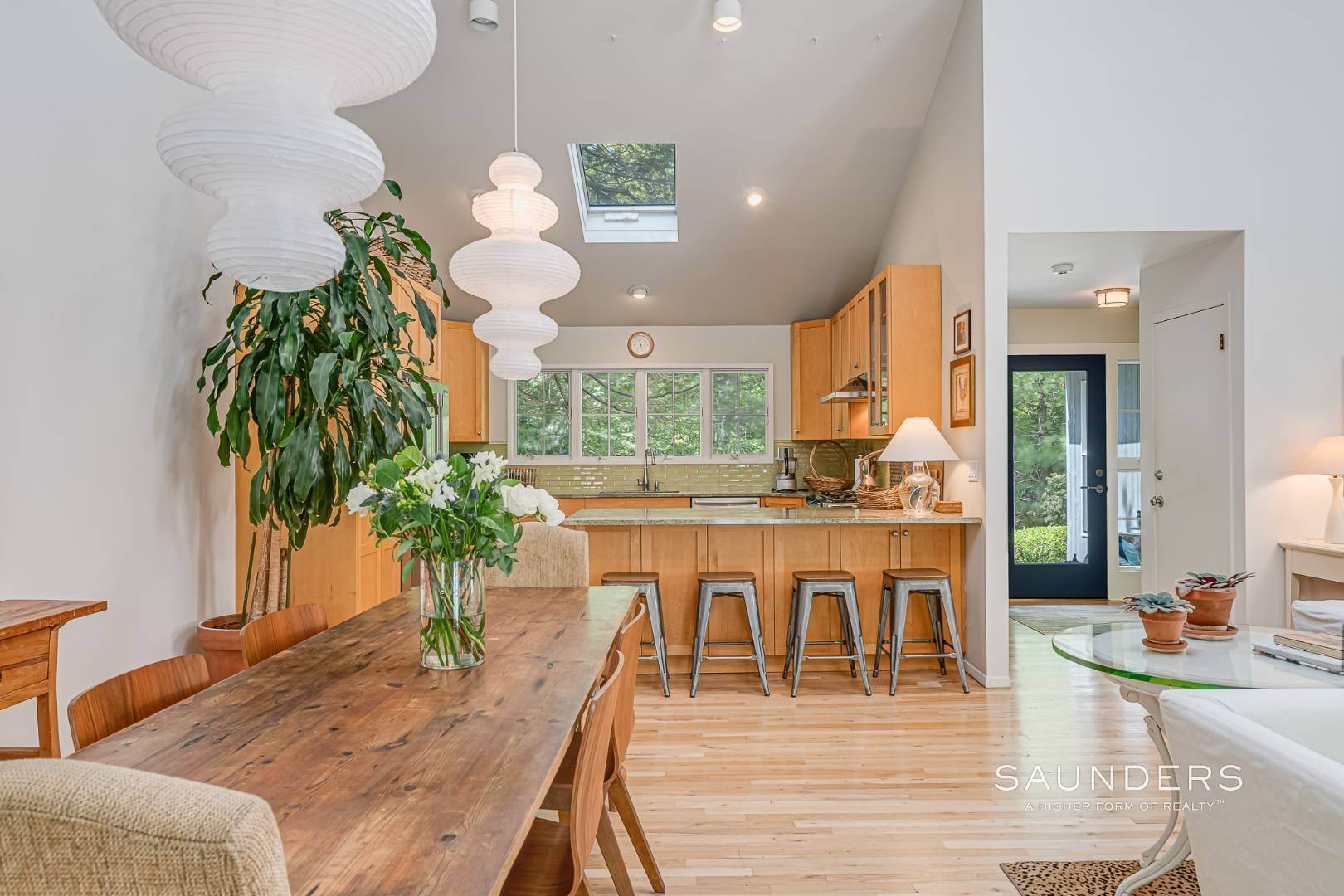 9. Single Family Homes for Sale at Beach House By The Bay 31 Long Woods Lane, East Hampton, East Hampton Town, NY 11937