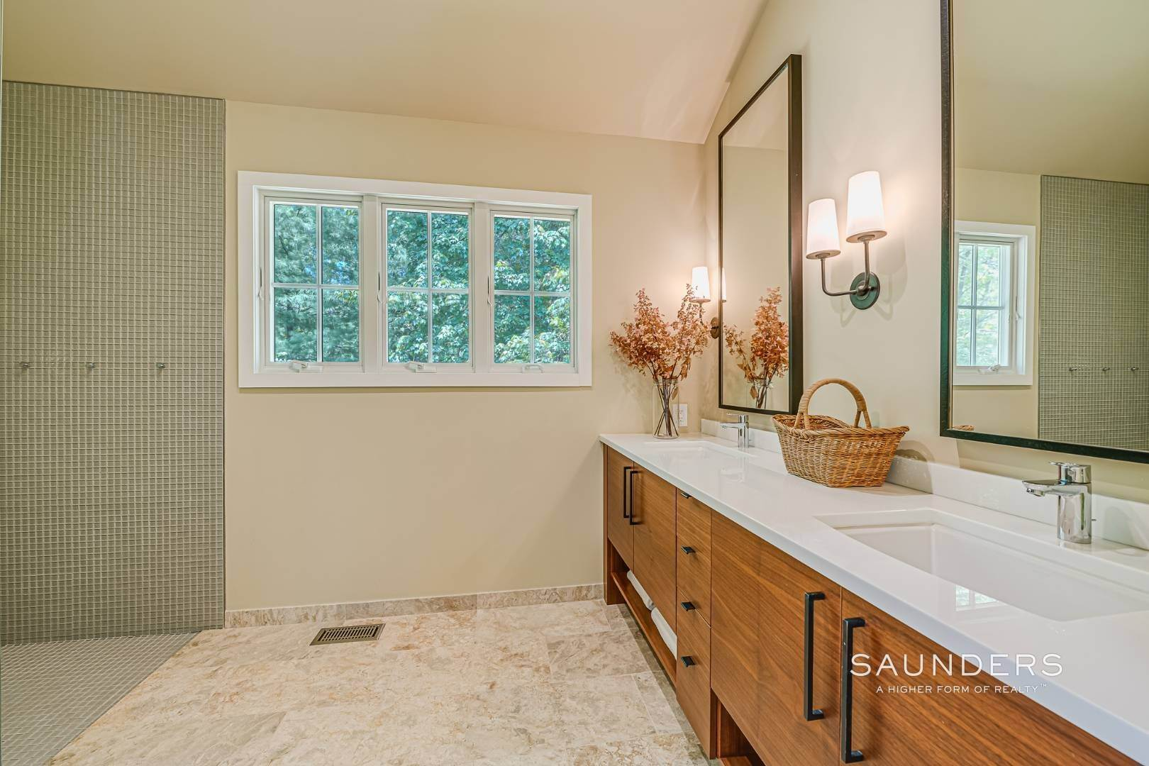 13. Single Family Homes for Sale at Beach House By The Bay 31 Long Woods Lane, East Hampton, East Hampton Town, NY 11937
