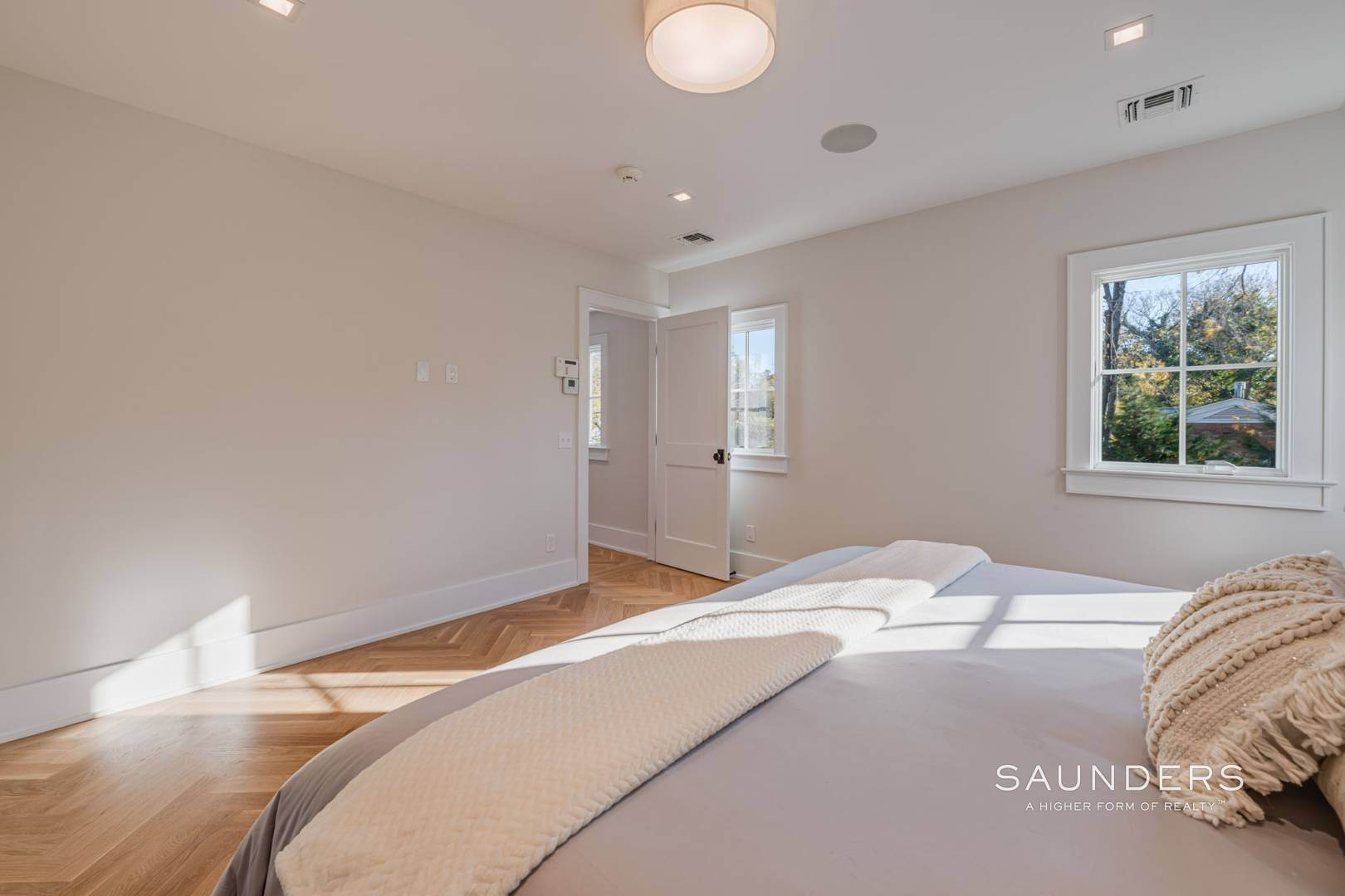 18. Single Family Homes for Sale at Village Modern Traditional 111 North Main Street, Southampton, Southampton Town, NY 11968