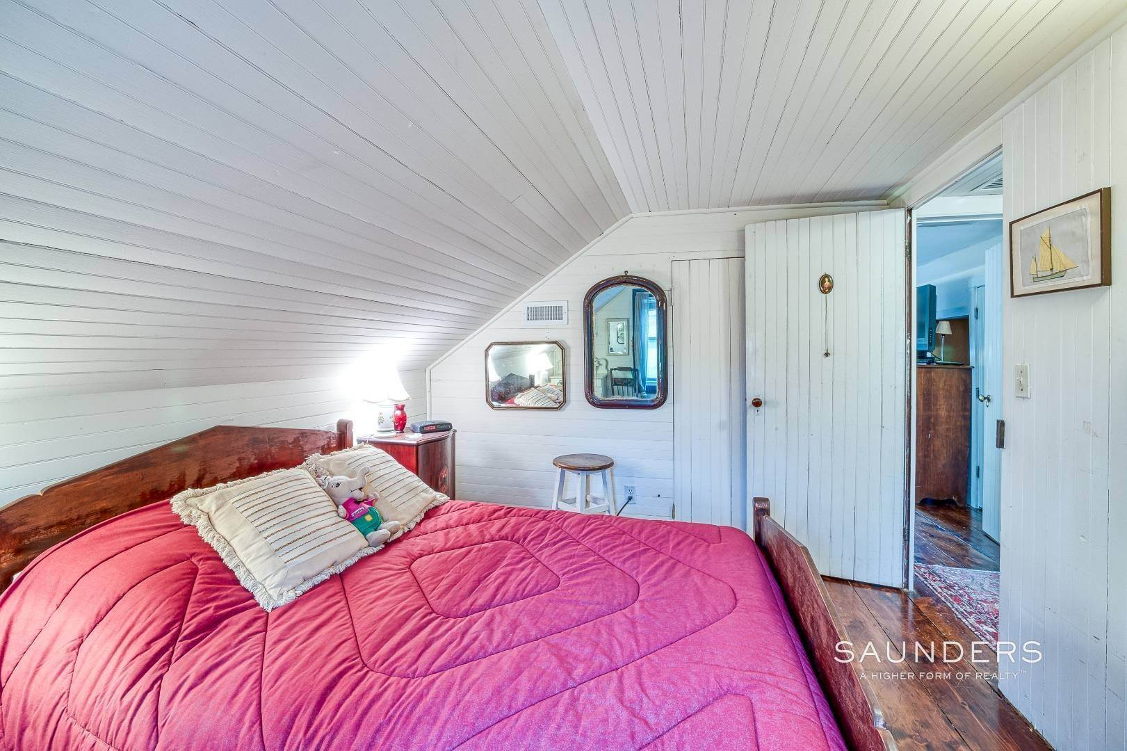 27. Single Family Homes for Sale at Shelter Island 1899 Farmhouse Close To Beach-Business Zoned 33 West Neck Road, Shelter Island Heights, Shelter Island, NY 11964