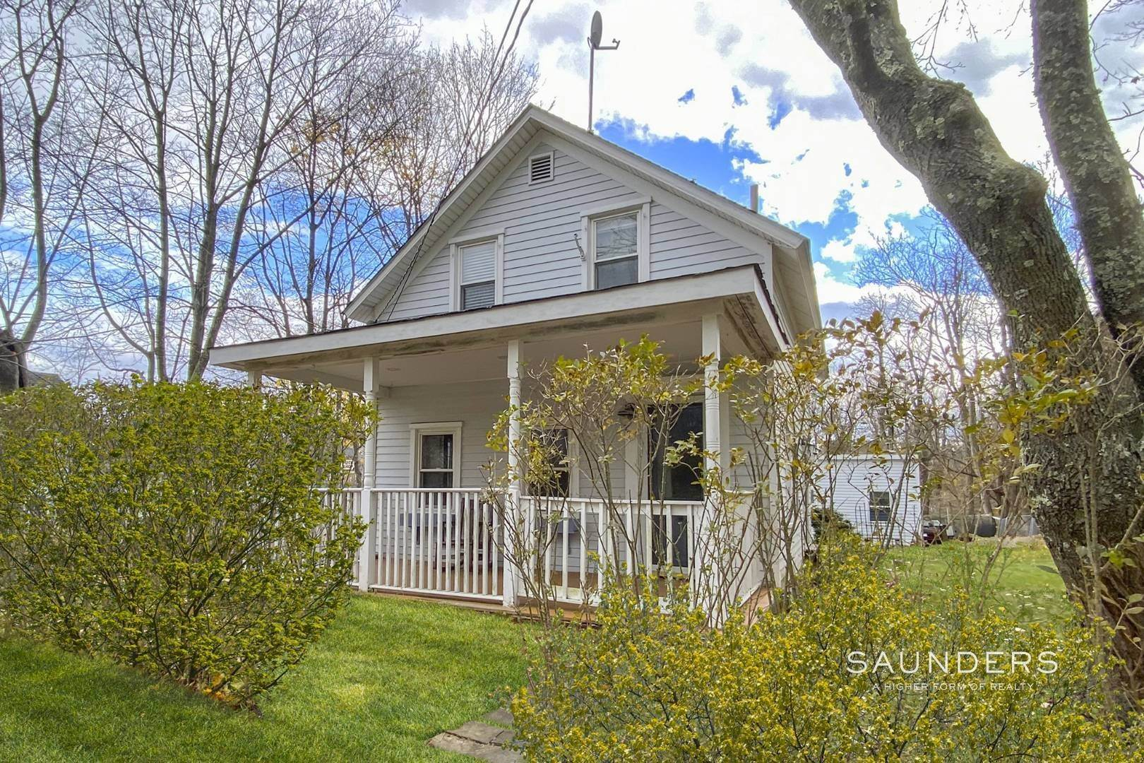 Single Family Homes for Sale at Shelter Island 1899 Farmhouse Close To Beach-Business Zoned 33 West Neck Road, Shelter Island Heights, Shelter Island, NY 11964