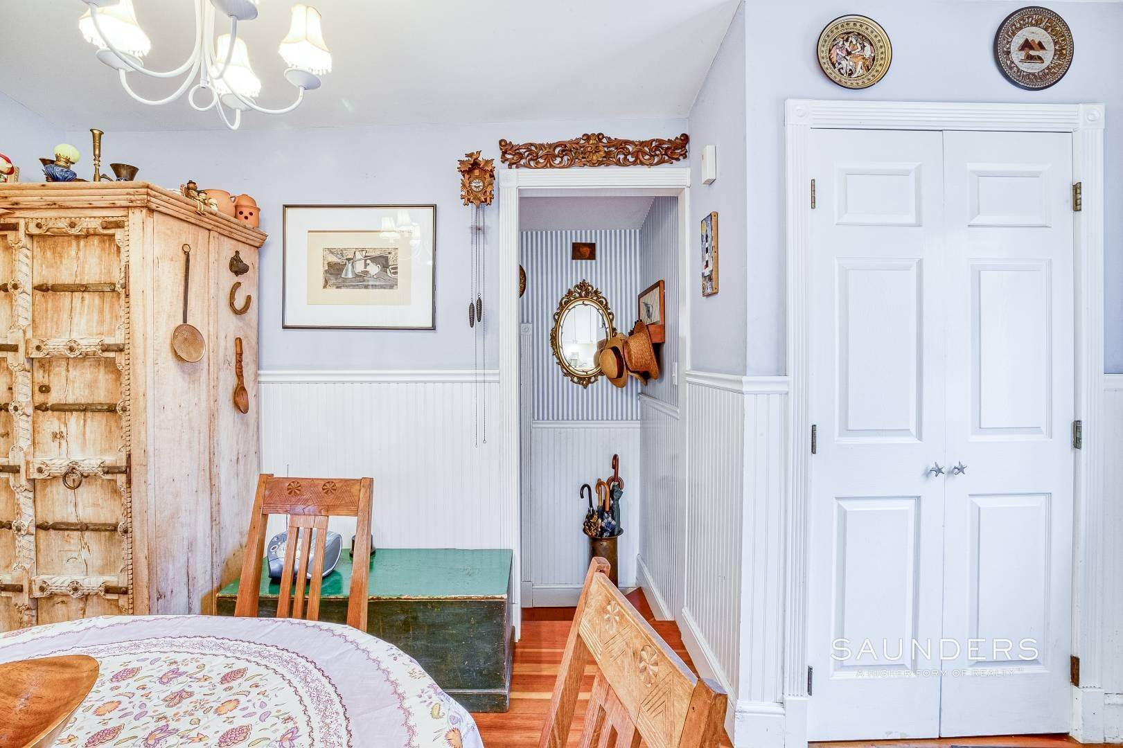 19. Single Family Homes for Sale at Shelter Island 1899 Farmhouse Close To Beach-Business Zoned 33 West Neck Road, Shelter Island Heights, Shelter Island, NY 11964