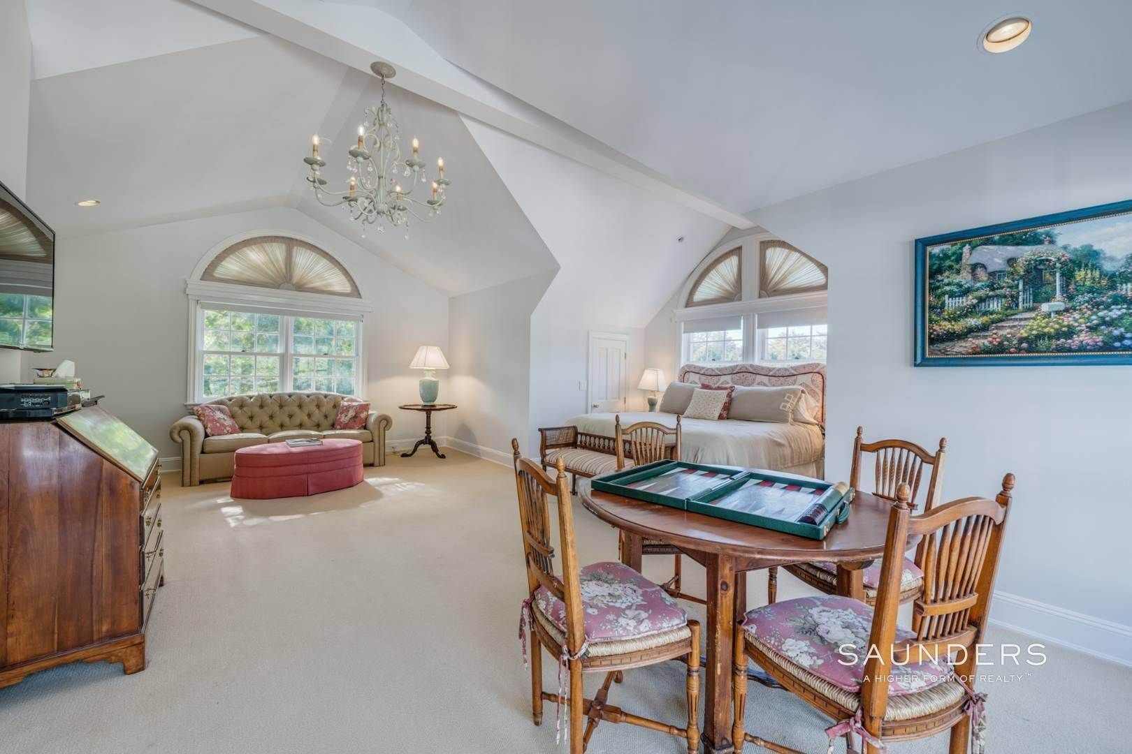 26. Single Family Homes for Sale at Classic Elegance In The Heart Of Quogue Village 68 Quogue Street, Quogue Village, Southampton Town, NY 11959