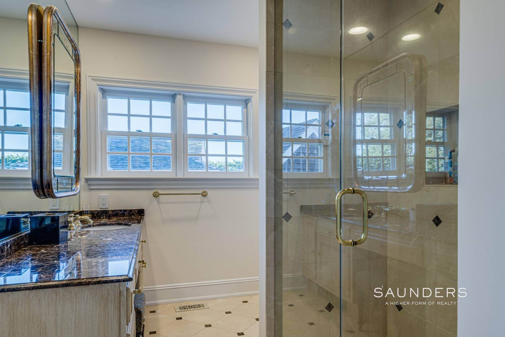 23. Single Family Homes for Sale at Classic Elegance In The Heart Of Quogue Village 68 Quogue Street, Quogue Village, Southampton Town, NY 11959