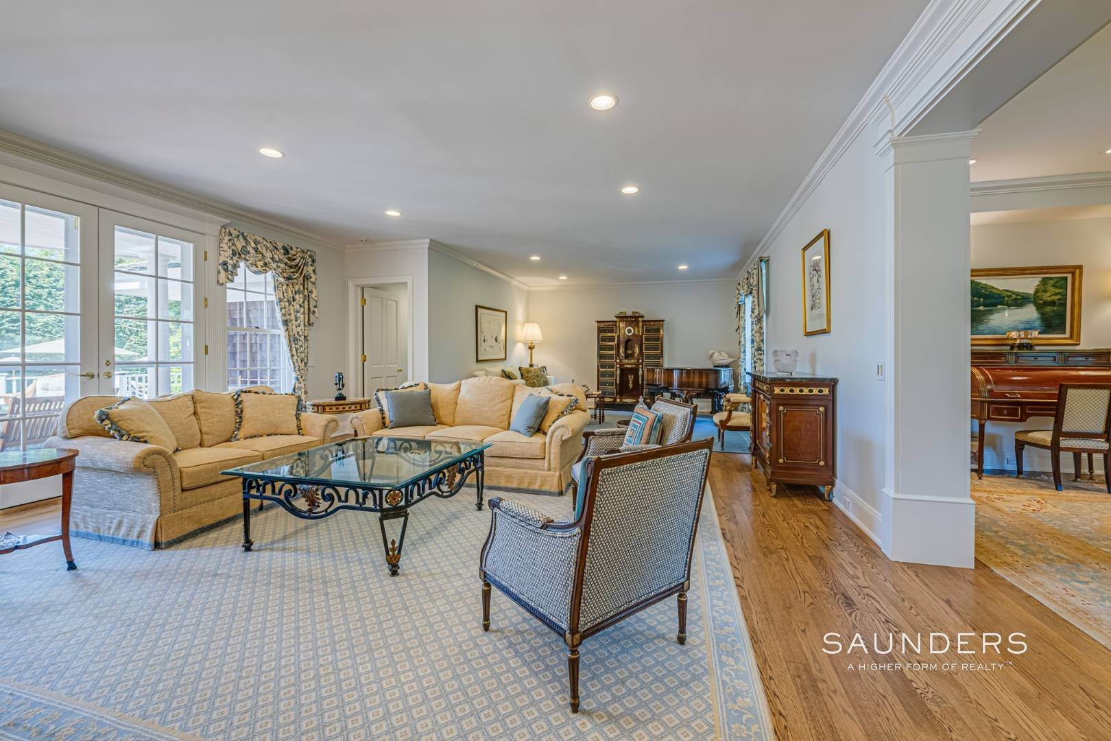 7. Single Family Homes for Sale at Classic Elegance In The Heart Of Quogue Village 68 Quogue Street, Quogue Village, Southampton Town, NY 11959