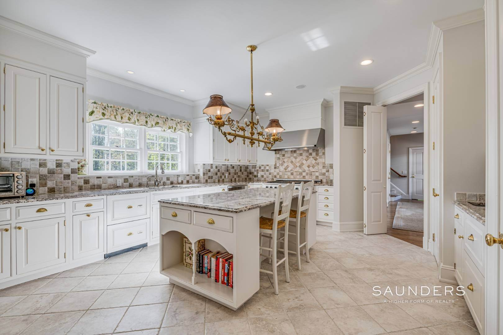 14. Single Family Homes for Sale at Classic Elegance In The Heart Of Quogue Village 68 Quogue Street, Quogue Village, Southampton Town, NY 11959