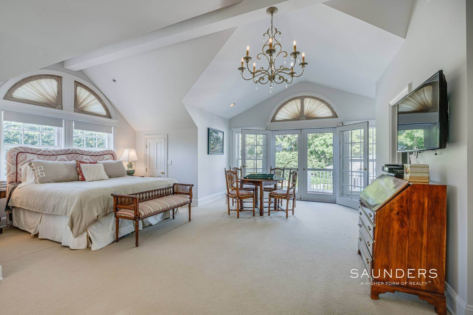 25. Single Family Homes for Sale at Classic Elegance In The Heart Of Quogue Village 68 Quogue Street, Quogue Village, Southampton Town, NY 11959