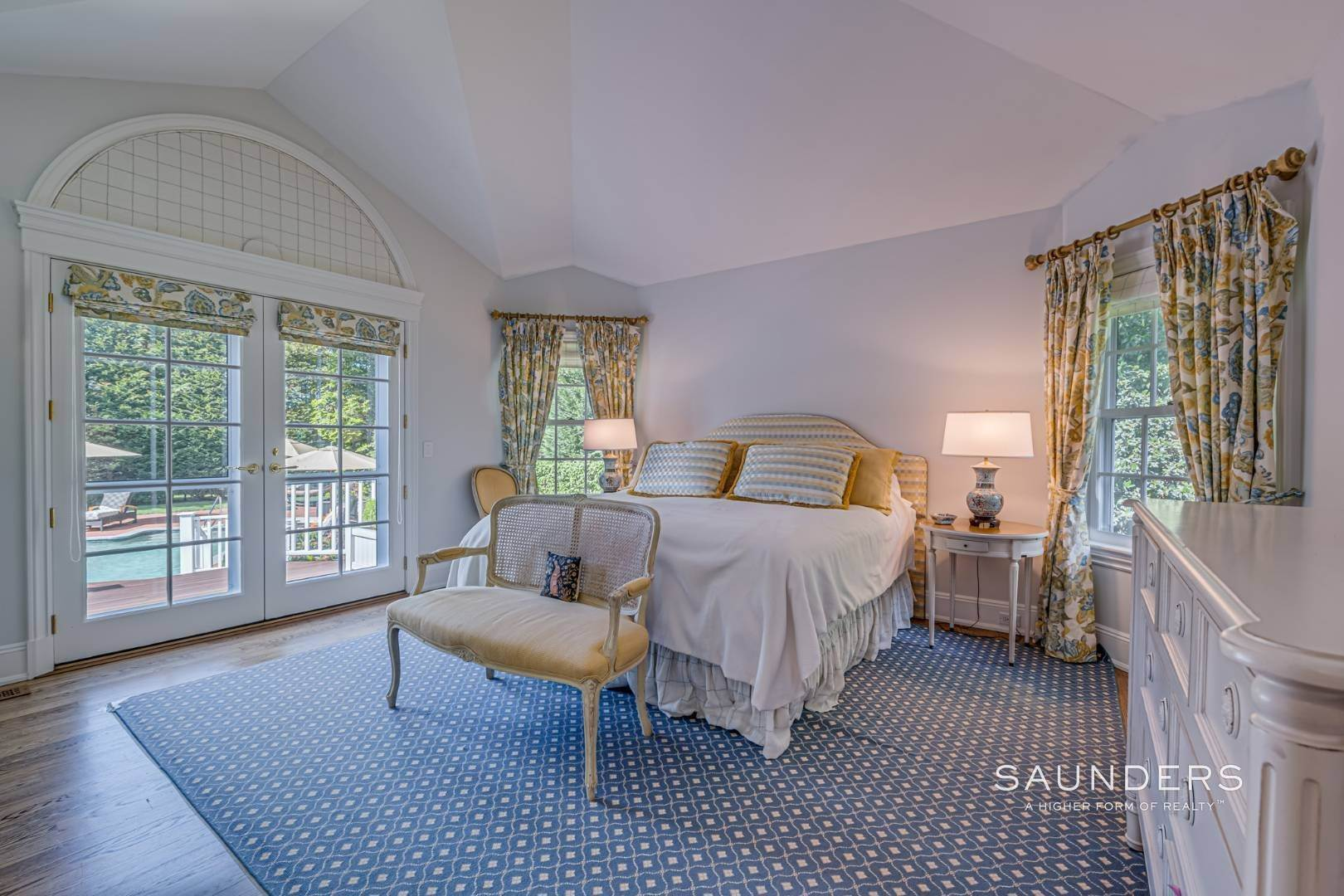 16. Single Family Homes for Sale at Classic Elegance In The Heart Of Quogue Village 68 Quogue Street, Quogue Village, Southampton Town, NY 11959